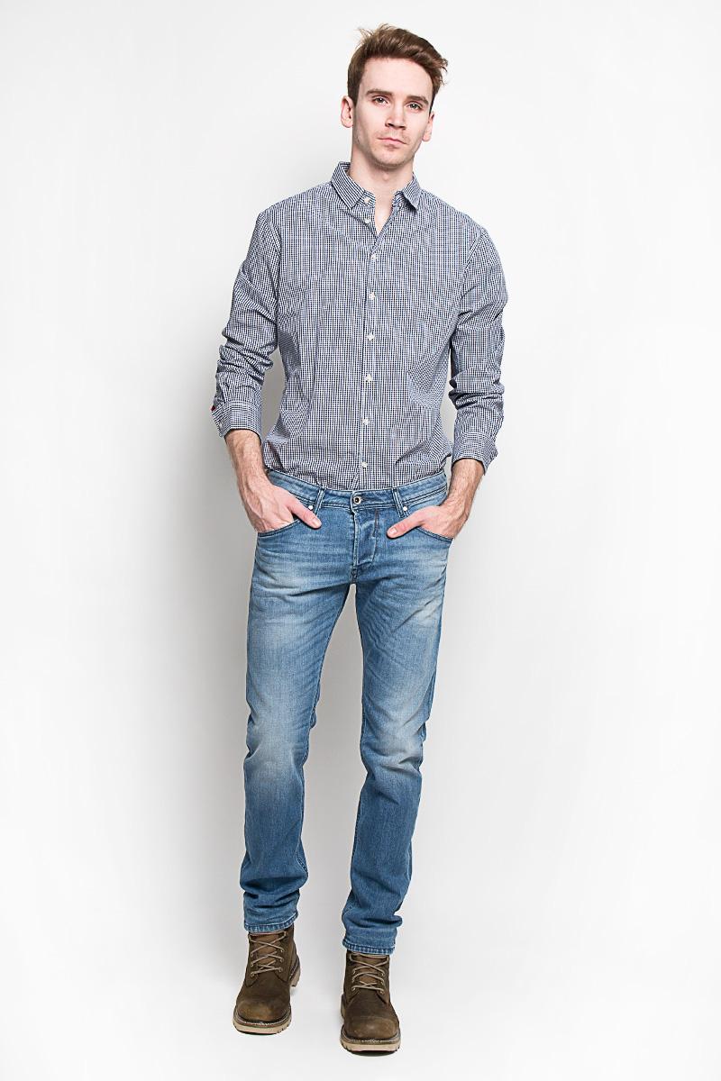Рубашка мужская. H-212/664-6162H-212/664-6162Стильная мужская рубашка Sela, выполненная из высококачественного 100% хлопка, обладает высокой теплопроводностью, воздухопроницаемостью и гигроскопичностью, позволяет коже дышать, тем самым обеспечивая наибольший комфорт при носке. Модель приталенного кроя с отложным воротником застегивается на пуговицы. Длинные рукава рубашки дополнены манжетами на пуговицах. Рубашка оформлена актуальным принтом в мелкую клетку. Такая рубашка подчеркнет ваш вкус и поможет создать великолепный стильный образ.