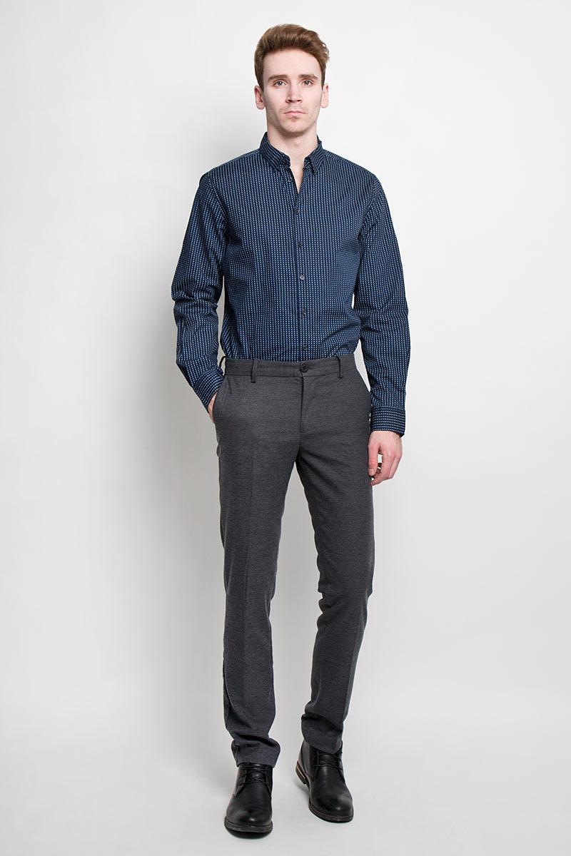 H-212/683-6162Стильная мужская рубашка Sela, выполненная из высококачественного, обладает высокой теплопроводностью, воздухопроницаемостью и гигроскопичностью. Рубашка с длинными рукавами и отложным воротником застегивается на пуговицы. Манжеты дополнены пуговками. Такая рубашка будет дарить вам комфорт в течение всего дня и послужит замечательным дополнением к вашему гардеробу.