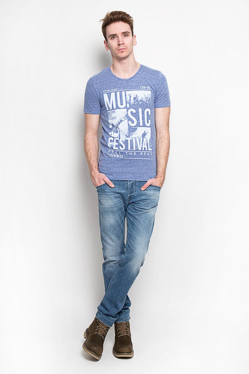 1033518.09.12Модная мужская футболка Tom Tailor Denim, изготовленная из натурального хлопка с добавлением полиэстера и вискозы, прекрасно подойдет для повседневной носки. Материал очень мягкий и приятный на ощупь. Футболка прямого кроя с короткими рукавами и круглым вырезом горловины оформлена оригинальным принтовым рисунком и различными надписями. Такая модель будет дарить вам комфорт в течение всего дня и станет стильным дополнением к вашему гардеробу.