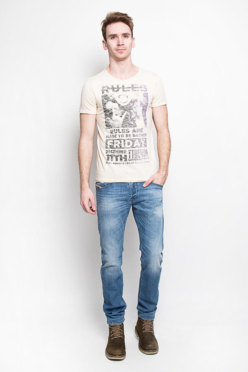 1033402.00.12Ультрамодная мужская футболка Tom Tailor Denim, изготовленная из натурального хлопка, прекрасно подойдет для повседневной носки. Материал очень мягкий и приятный на ощупь, не сковывает движения и позволяет коже дышать. Потрясающий дизайн - оригинальная строчка, эффект необработанного края, провокационный принт. Такая модель будет дарить вам комфорт в течение всего дня и станет стильным дополнением к вашему гардеробу.
