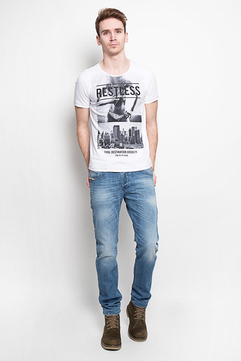 Футболка1033761.00.12Ультрамодная мужская футболка Tom Tailor Denim, изготовленная из натурального хлопка, прекрасно подойдет для повседневной носки. Материал очень мягкий и приятный на ощупь, не сковывает движения и позволяет коже дышать. Потрясающий дизайн - оригинальная строчка, эффект необработанного края на горловине, провокационный принт. Такая модель будет дарить вам комфорт в течение всего дня и станет стильным дополнением к вашему гардеробу.