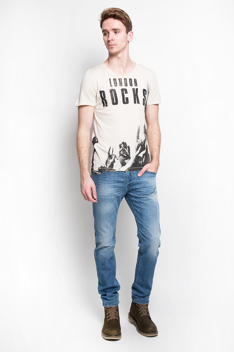 Футболка мужская Denim. 1033400.02.121033400.02.12Стильная мужская футболка Tom Tailor Denim, изготовленная из натурального хлопка и модала, прекрасно подойдет для повседневной носки. Материал очень мягкий и приятный на ощупь, не сковывает движения и позволяет коже дышать. Потрясающий дизайн - оригинальная строчка, эффект необработанного края, модный принт. Такая модель будет дарить вам комфорт в течение всего дня и станет стильным дополнением к вашему гардеробу.