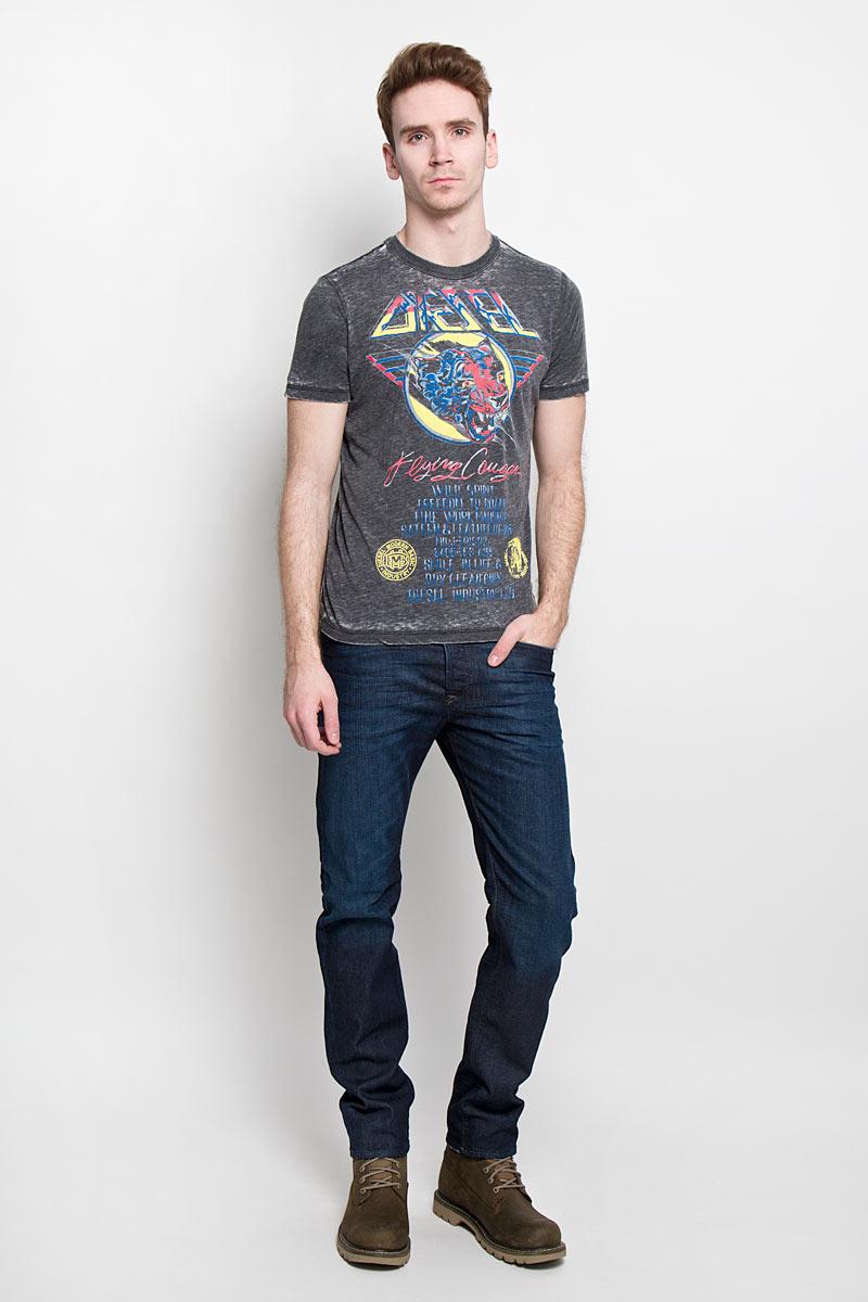Футболка00SP1N-0PAJXСтильная мужская футболка Diesel - идеальное решение для повседневной носки. Эта практичная, приятная на ощупь модель, выполненная из мягкого хлопка с полиэстером, прекрасно пропускающая воздух, она позволит вам чувствовать себя уверенно и легко. Удобный крой обеспечивает свободу движений. Лицевая сторона футболки оформлена принтовым изображением дикой кошки и надписями. Эта футболка - идеальный вариант для создания эффектного образа.