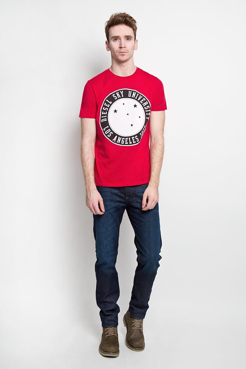 00SN58-0091BСтильная мужская футболка Diesel - идеальное решение для повседневной носки. Эта практичная, приятная на ощупь модель, выполненная из 100% хлопка, прекрасно пропускает воздух, она позволит вам чувствовать себя уверенно и легко. Удобный крой, круглый воротник и короткий рукав обеспечивают свободу движений. Лицевая сторона футболки оформлена оригинальным круглым принтом с надписью. Эта футболка - идеальный вариант для создания эффектного образа.