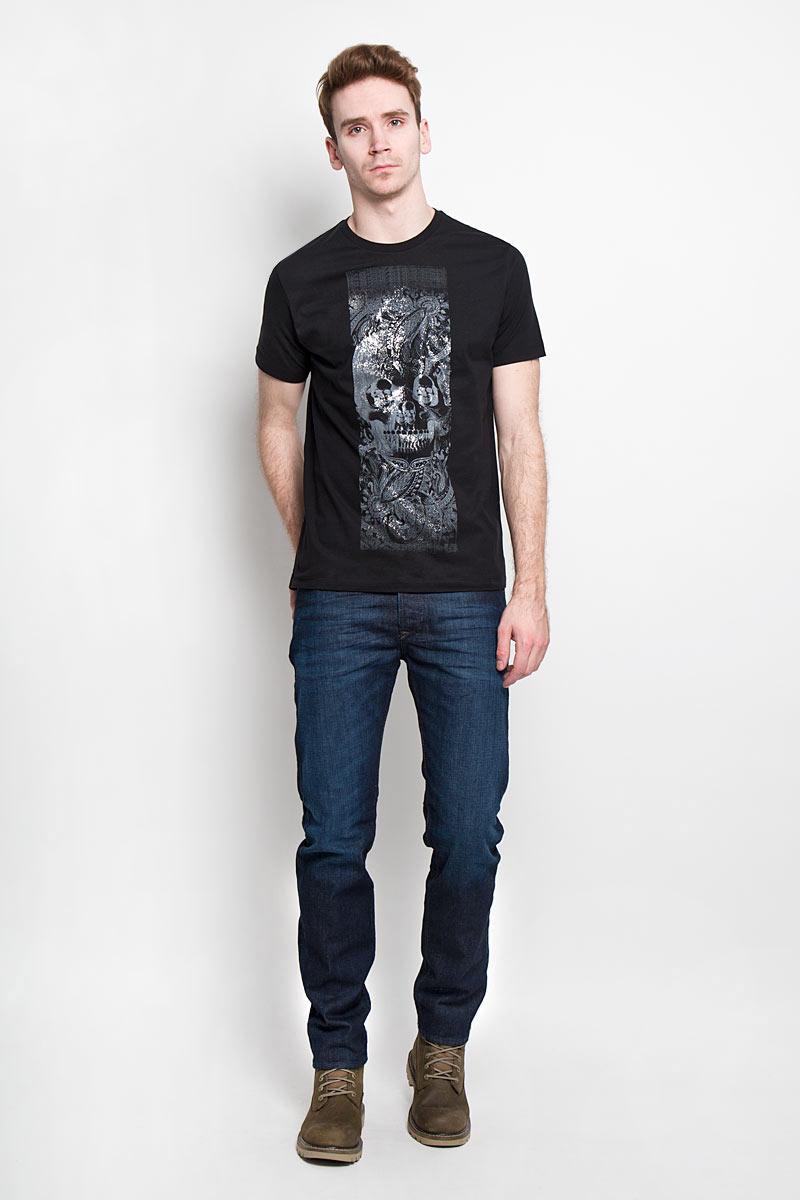 00SPVZ-0CAKYСтильная мужская футболка Diesel - практичная, приятная на ощупь модель, выполненная из 100% хлопка, прекрасно пропускающей воздух, она позволит вам чувствовать себя уверенно и легко. Удобный крой обеспечивает свободу движений. Лицевая сторона футболки оформлена потрясающим принтом. Эта футболка - идеальный вариант для создания эффектного образа.