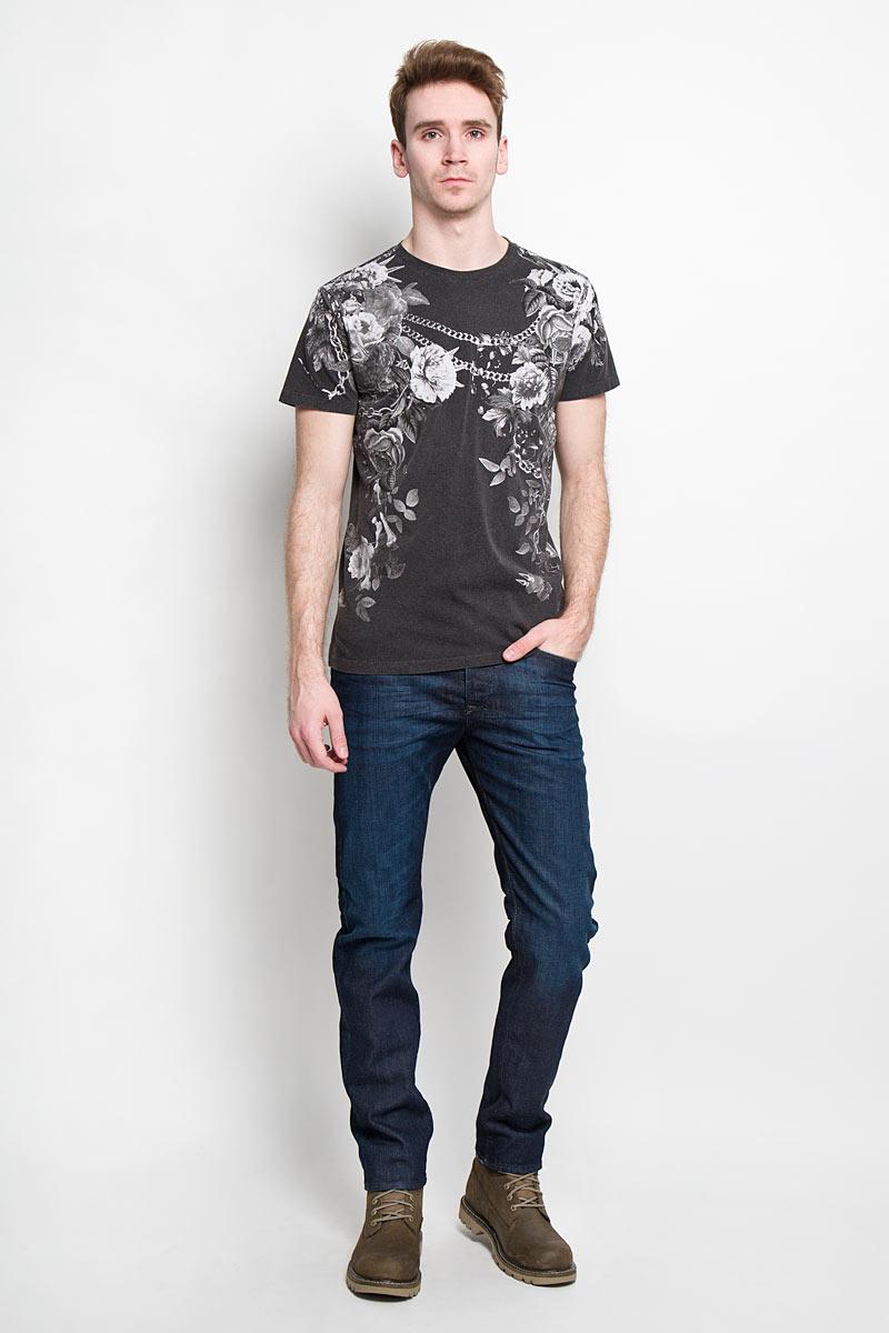 Футболка00SN6X-0GAKNСтильная мужская футболка Diesel - идеальное решение для повседневной носки. Эта практичная, приятная на ощупь модель, выполненная из 100% хлопка, прекрасно пропускает воздух, она позволит вам чувствовать себя уверенно и легко. Удобный крой, круглый воротник и короткий рукав обеспечивают свободу движений. Лицевая сторона футболки оформлена цветочным принтом в сочетании с цепями и шипами. Эта футболка - идеальный вариант для создания эффектного образа.