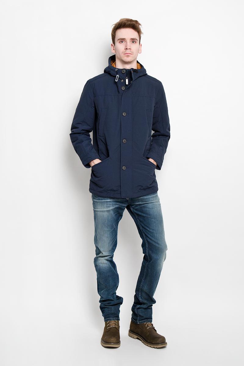 ПаркаB16-42000Стильная и удлиненная куртка Finn Flare подчеркнет креативность вашего вкуса. Модель прямого кроя с неснимаемым капюшоном застегивается на застежку- молнию и дополнительно ветрозащитным клапаном на кнопки и пуговицы. Капюшон со шнурком. Утеплитель - синтепон. Рукава оформлены манжетами на пуговицах. Куртка дополнена двумя боковыми карманами на застежках-молниях. Также есть два нагрудных кармана на кнопках. Внутри куртка дополнена двумя потайными карманами, один на пуговице, другой на застежке-молнии. Внутри модель на талии оснащена эластичной, затягивающейся кулиской со стопперами. Низ изделия оформлен небольшим разрезом и шнурком. Эта модная куртка послужит отличным дополнением к вашему гардеробу.