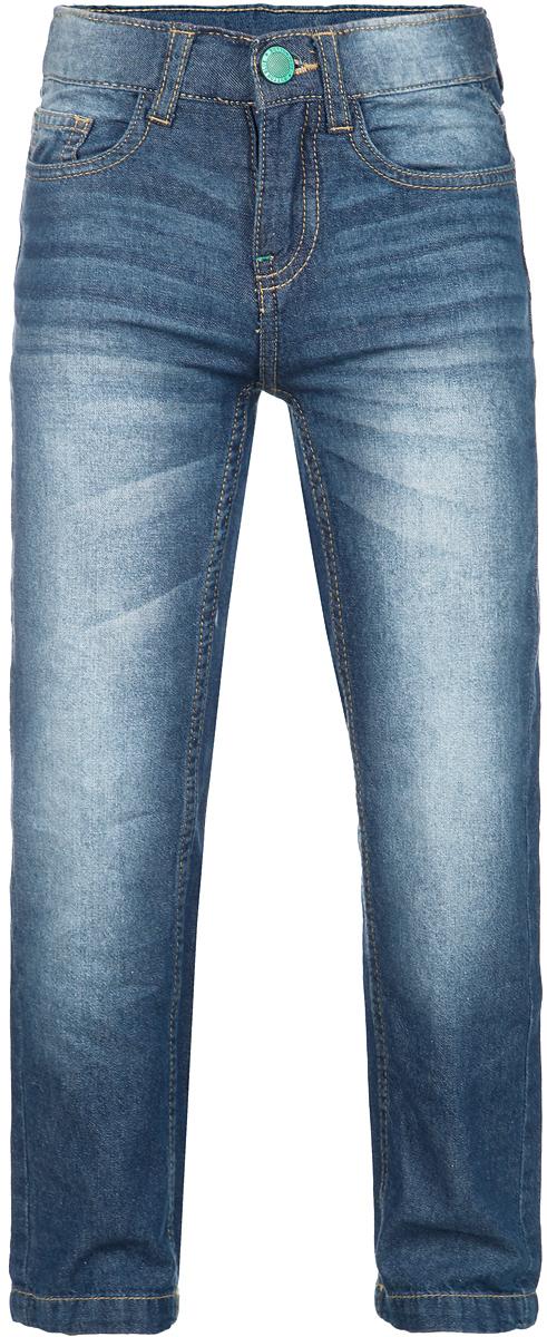 Брюки для мальчика. 116BBBB6308116BBBB6308Стильные легкие брюки для мальчика Button Blue идеально подойдут вашему маленькому мужчине для отдыха и прогулок. Изготовленные из натурального хлопка, стилизованного под джинсу, они необычайно мягкие и приятные на ощупь, не сковывают движения, не раздражают даже самую нежную и чувствительную кожу ребенка, обеспечивая ему наибольший комфорт. Брюки прямого кроя на поясе застегиваются на металлическую пуговицу и имеют ширинку на застежке-молнии, а также шлевки для ремня. При необходимости пояс можно утянуть скрытой резинкой на пуговках. Модель спереди дополнена двумя втачными карманами и маленьким накладным кармашком, а сзади - двумя вместительными накладными карманами, украшенными вышивкой. Оформлены брюки контрастной прострочкой, перманентными складками и легким эффектом потертости. Современный дизайн и модная расцветка делают эти брюки модным и стильным предметом детского гардероба. В них ваш маленький мужчина всегда будет в центре внимания!
