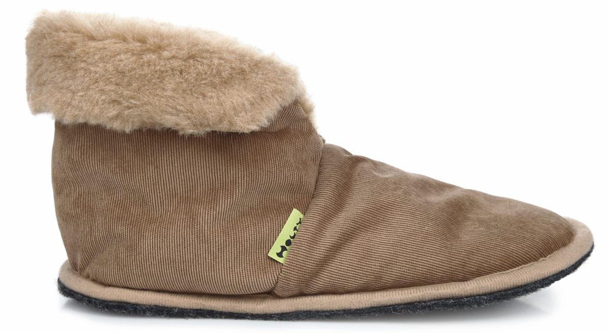 Тапки-теплушки. 030116-0206/к030116-0206/кТапки-теплушки от Holty выполнены из натуральной овечьей шерсти и текстиля. Овечья шерсть активно впитывает влагу, оставляя ноги сухими и позволяя им дышать. Изделия из овечьего меха по своему удобству и полезным свойствам не имеют аналогов, они практичны и универсальны. Овечий мех уменьшает неприятные ощущения в ногах и улучшает кровообращение. Подошва выполнена из нетканого ворсового полотна. Тапки оснащены меховыми отворотами. Теплые и приятные на ощупь тапки-теплушки вернут легкость уставшим ногам и защитят их от холода.