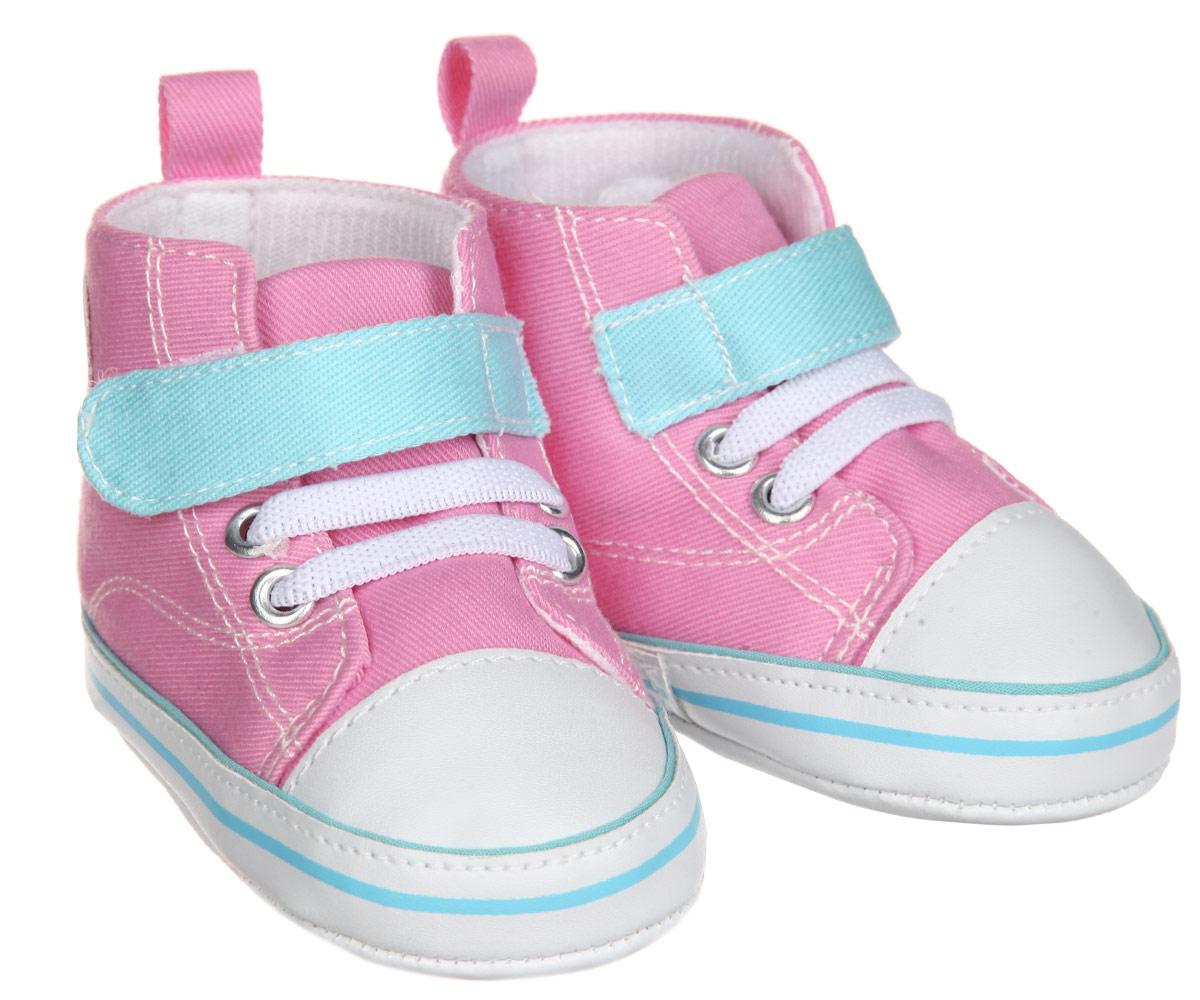 Пинетки12033Пинетки для девочки Luvable Friends, стилизованные под высокие кроссовки, станут отличным дополнением к гардеробу малышки. Изделие выполнено из хлопка и полиэстера. Модель дополнена эластичной шнуровкой и удобным хлястиком на застежке-липучке, которые надежно фиксируют пинетки на ножке ребенка. На стопе предусмотрен прорезиненный рельефный рисунок, благодаря которому ребенок не будет скользить. Изделие оформлено нашивкой с фирменным логотипом. Мягкие, не сдавливающие ножку материалы делают модель практичной и популярной. Такие пинетки - отличное решение для малышей и их родителей!