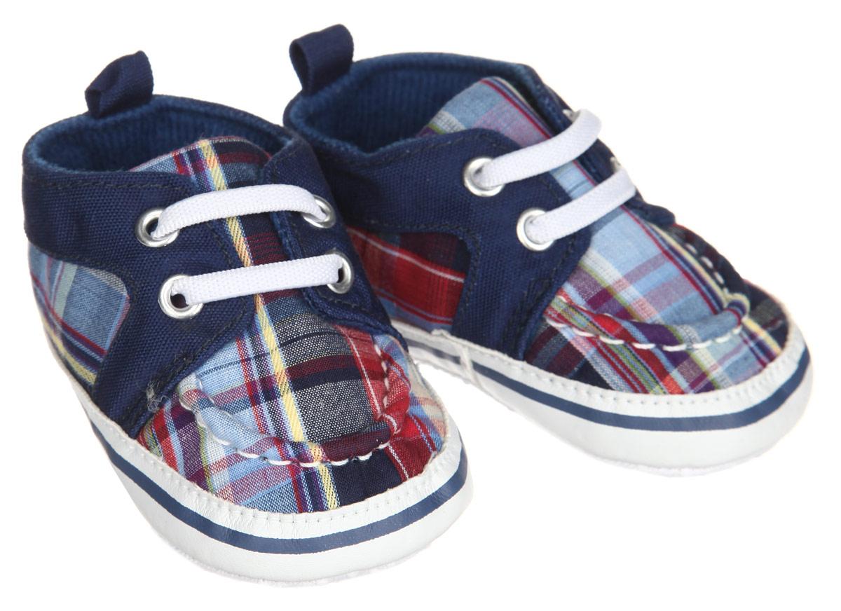 Пинетки11579Пинетки для мальчика Luvable Friends, стилизованные под кеды, станут отличным дополнением к гардеробу малыша. Изделие выполнено из хлопка и полиэстера. Модель дополнена удобной эластичной шнуровкой, надежно фиксирующей пинетки на ножке малыша, а также служит в качестве стильного украшения. На стопе предусмотрен прорезиненный рельефный рисунок, благодаря которому ребенок не будет скользить. Изделие оформлено принтом в клетку, хорошо сочетающимся с разными видами одежды. Мягкие, не сдавливающие ножку материалы делают модель практичной и популярной. Такие пинетки - отличное решение для малышей и их родителей!