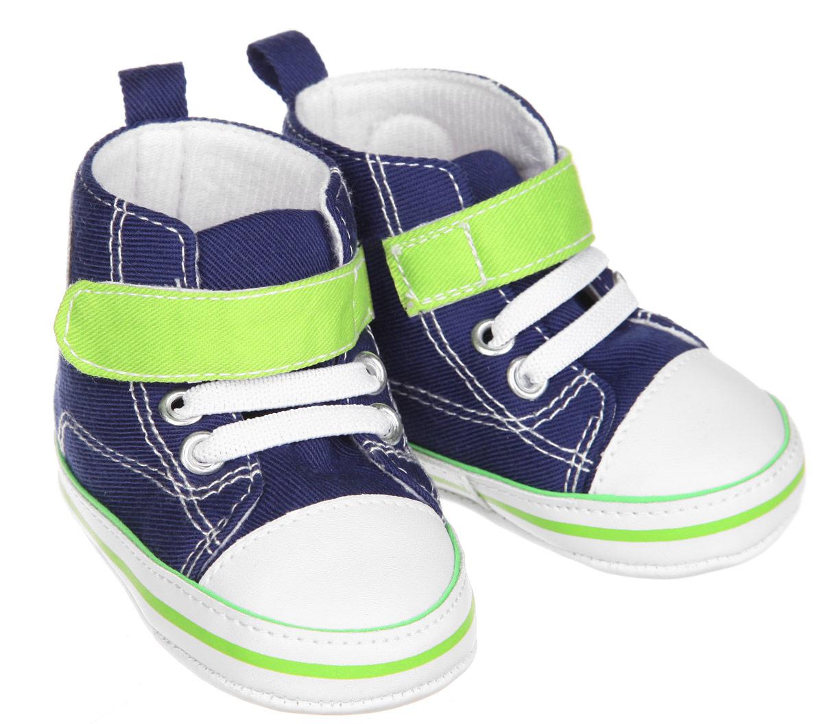 Пинетки12030Пинетки для мальчика Luvable Friends, стилизованные под высокие кроссовки, станут отличным дополнением к гардеробу малыша. Изделие выполнено из хлопка и полиэстера. Модель дополнена эластичной шнуровкой и удобным хлястиком на застежке-липучке, которые надежно фиксируют пинетки на ножке ребенка. На стопе предусмотрен прорезиненный рельефный рисунок, благодаря которому ребенок не будет скользить. Изделие оформлено нашивкой с фирменным логотипом. Мягкие, не сдавливающие ножку материалы делают модель практичной и популярной. Такие пинетки - отличное решение для малышей и их родителей!
