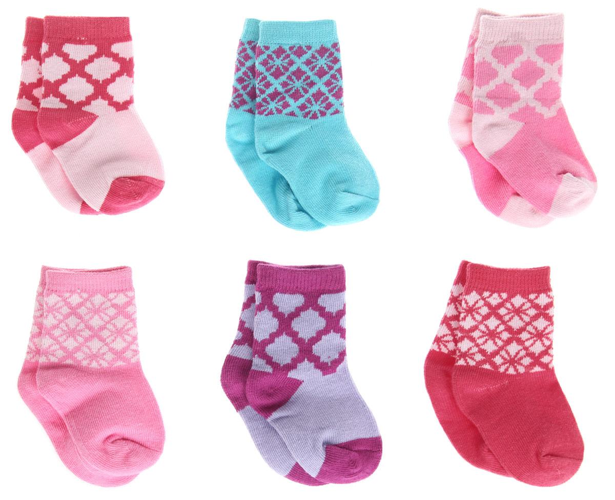 Носки54507Носки для девочки Hudson Baby, изготовленные из высококачественного материала, идеально подойдут вашей маленькой принцессе. Эластичная резинка плотно облегает ножку ребенка, не сдавливая ее, благодаря чему малышке будет комфортно и удобно. Усиленная пятка и мысок обеспечивают надежность и долговечность. В комплект входят шесть пар носков с разными принтами. Носочки упакованы в подарочную коробку.