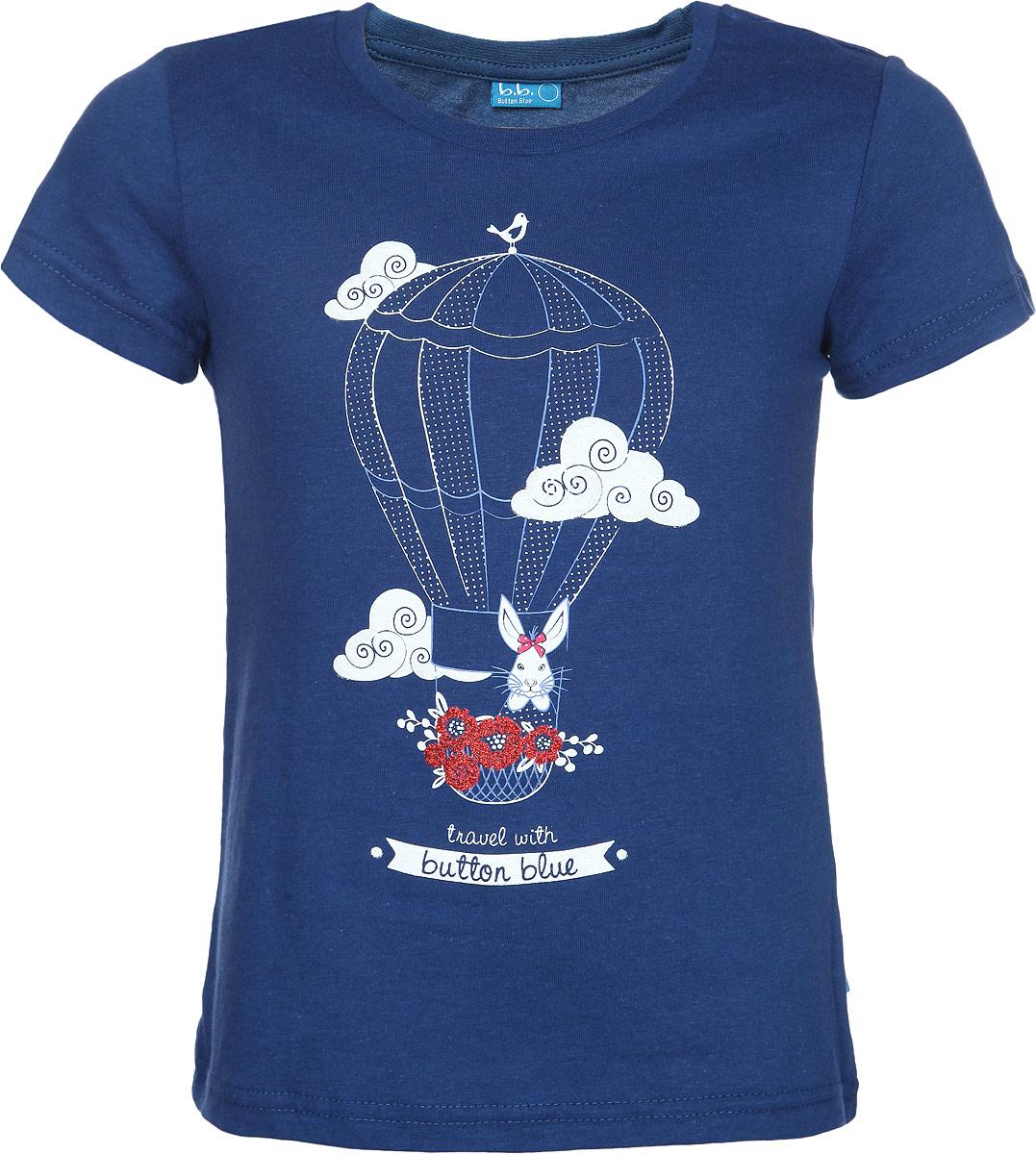 Футболка для девочки. 116BBGB1212116BBGB1212Стильная футболка для девочки Button Blue идеально подойдет вашей дочурке. Изготовленная из натурального хлопка, она мягкая и приятная на ощупь, не сковывает движения и позволяет коже дышать, не раздражает даже самую нежную и чувствительную кожу ребенка, обеспечивая наибольший комфорт. Футболка трапециевидного кроя с короткими рукавами и круглым вырезом горловины оформлена термоаппликацией в виде воздушного шара с зайчиком и украшена блестящим напылением. Современный дизайн и модная расцветка делают эту футболку стильным предметом детского гардероба. В ней ваша дочурка будет чувствовать себя уютно и комфортно, и всегда будет в центре внимания!