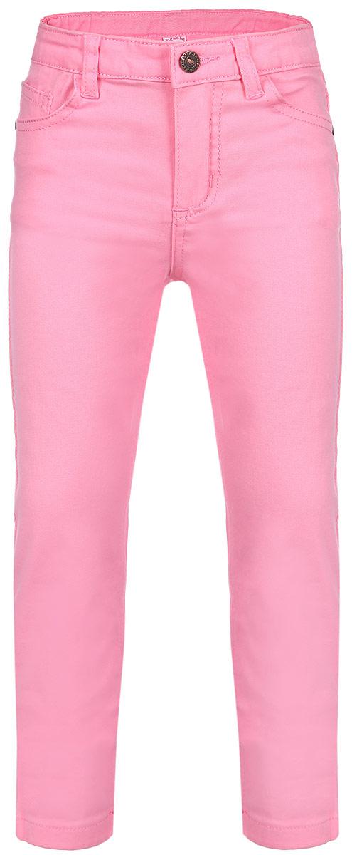 Брюки для девочки. P-515/091-6162P-515/091-6162Яркие брюки для девочки Sela идеально подойдут маленькой моднице для отдыха и прогулок. Изготовленные из эластичного хлопка, они мягкие и приятные на ощупь, не сковывают движения и позволяют коже дышать, обеспечивая наибольший комфорт. Брюки на талии застегиваются на металлическую пуговицу и имеют ширинку на застежке-молнии, а также шлевки для ремня. С внутренней стороны пояс регулируется скрытой резинкой на пуговицах. Модель имеет классический пятикарманный крой: спереди - два втачных кармана и один маленький накладной, а сзади - два накладных кармана. Оформлено изделие металлическими клепками с изображением сердечек. Современный дизайн и расцветка делают эти брюки модным предметом детской одежды. В них ребенок всегда будет в центре внимания!