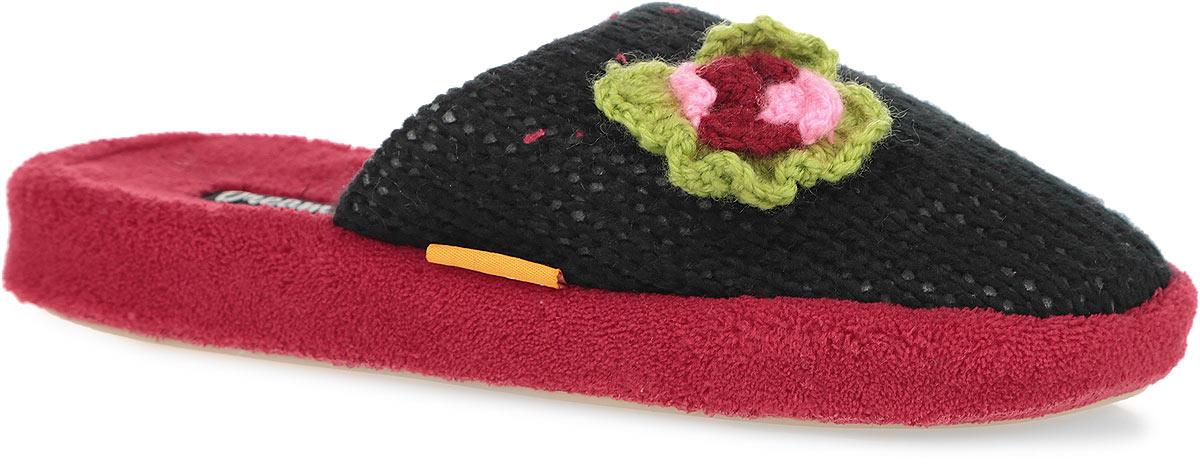 Тапки женские. HC-DF-025WHC-DF-025W/REDОчень комфортные женские тапки Dream Feet помогут отдохнуть вашим ножкам после трудового дня. Внешняя сторона тапок выполнена из вязаного текстиля и оформлена декоративным вязаным цветком. Стелька из мягкого текстиля комфортна при ходьбе. Утолщенная подошва с рельефным протектором обеспечивает сцепление с любыми поверхностями. Необыкновенно легкие тапочки не теряют формы, а подошва не деформируется даже после стирки в машинке. Благодаря сочетанию испанской традиции производства и интересного дизайна тапки Dream Feet позволят достичь ощущения абсолютного комфорта, и будут прекрасно смотреться с домашним халатом или мягким домашним костюмом.