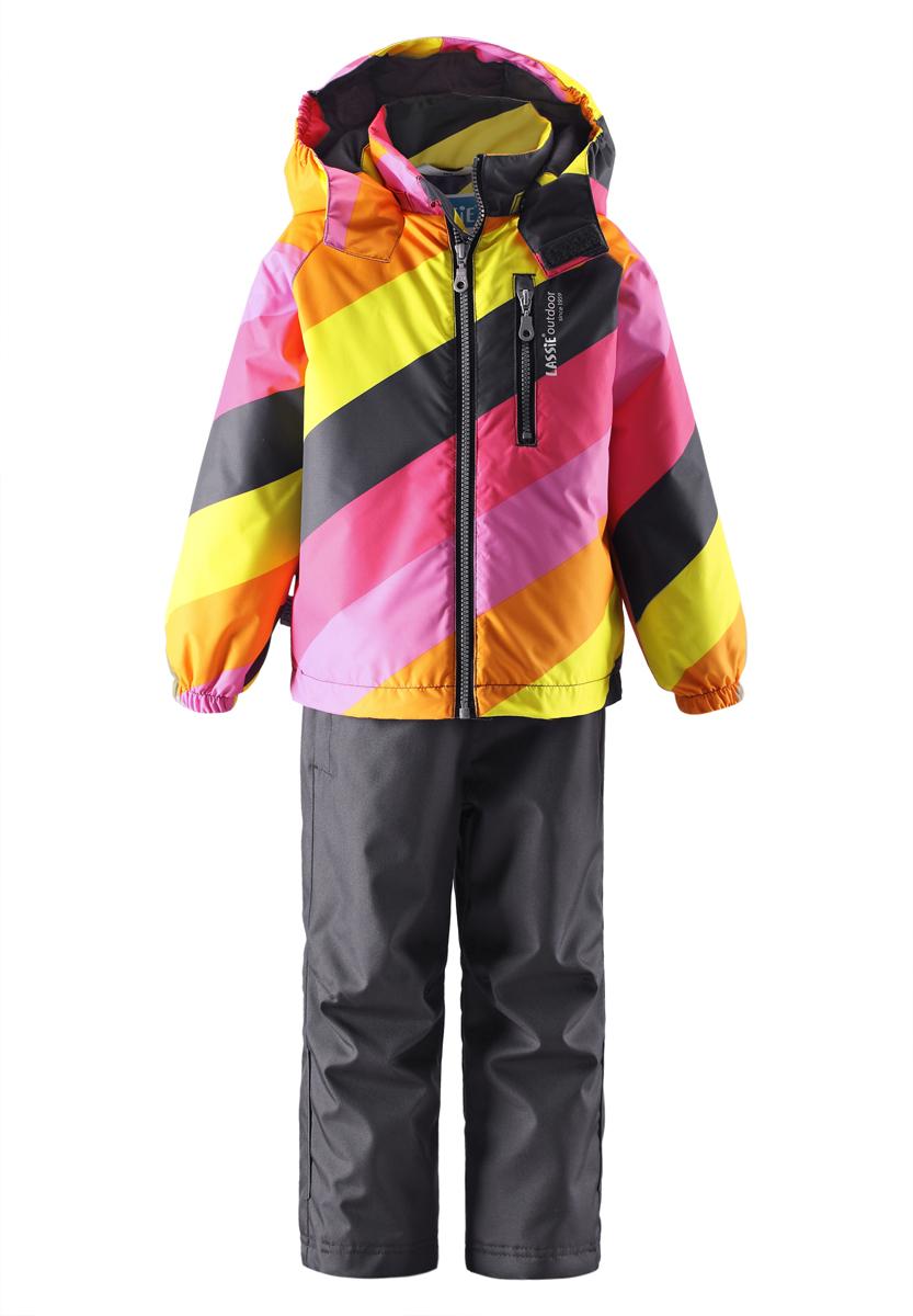 Комплект детский: куртка, брюки. 723685R723685RМодный детский комплект Reima Lassie, состоящий из куртки и брюк, идеально подойдет для ребенка в прохладное время года. Комплект изготовлен из водоотталкивающей и ветрозащитной ткани. Материал отличается высокой устойчивостью к трению, благодаря специальной обработке полиуретаном поверхность изделий отталкивает грязь и воду, что облегчает поддержание аккуратного вида одежды, дышащее покрытие с изнаночной части не раздражает даже самую нежную и чувствительную кожу ребенка, обеспечивая ему наибольший комфорт. В качестве утеплителя используется 100% полиэстер. Куртка с капюшоном застегивается на пластиковую застежку-молнию и дополнительно имеет внутреннюю ветрозащитную планку, а также защиту подбородка. Капюшон, присборенный по бокам на эластичные резинки, защитит нежные щечки от ветра, он пристегивается к куртке при помощи кнопок и дополнительно застегивается клапаном под подбородком на липучку. Спереди предусмотрен прорезной карман на молнии. Края ...