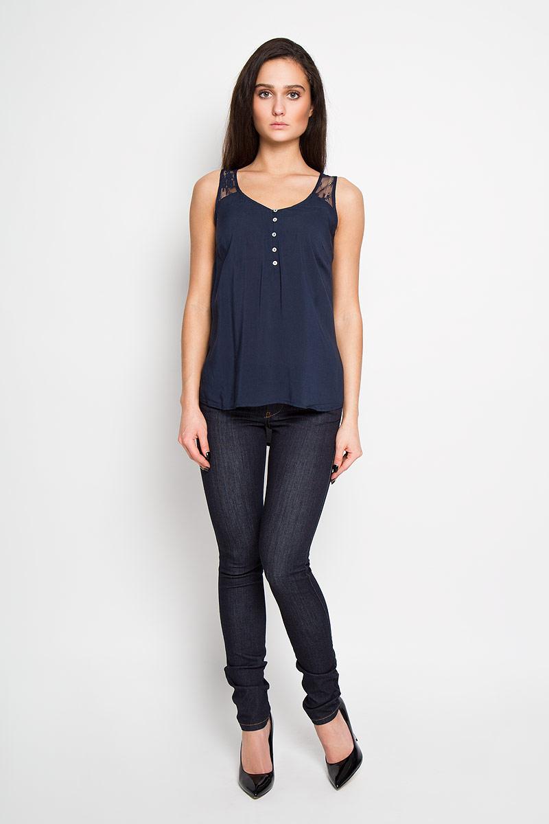 Twsl-112/734-6193Стильная женская блуза Sela, выполненная из 100% вискозы, подчеркнет ваш уникальный стиль и поможет создать оригинальный женственный образ. Элегантная блузка без рукавов, с V-образным вырезом горловины застегивается на пуговицы спереди. Блузка украшена кружевной вставкой на плечах. Такая блузка идеально подойдет для жарких летних дней. Такая блузка будет дарить вам комфорт в течение всего дня и послужит замечательным дополнением к вашему гардеробу.