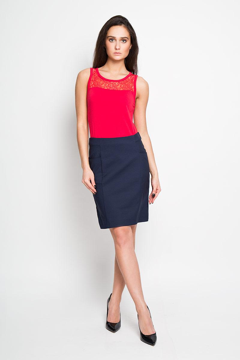 SK-118/781-6122Эффектная юбка Sela подчеркнет вашу женственность и неповторимый стиль. Оригинальная юбка выполнена из высококачественного комбинированного материала, благодаря чему она великолепно тянется, пропускает воздух и позволяет коже дышать. Юбка застегивается сзади на потайную застежку-молнию, спереди дополнена карманами. Модная юбка-миди выгодно освежит и разнообразит ваш гардероб. Создайте женственный образ и подчеркните свою яркую индивидуальность! Классический фасон и оригинальное оформление этой юбки сделают ваш образ непревзойденным.