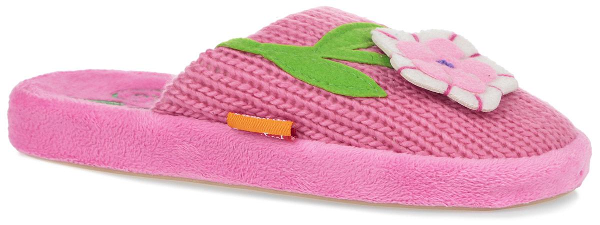 Тапки женские. HC-DF-026W/PINKHC-DF-026W/PINKОчень комфортные женские тапки Dream Feet помогут отдохнуть вашим ножкам после трудового дня. Внешняя сторона тапок выполнена из вязаного текстиля и оформлена декоративным текстильным цветком. Стелька из мягкого текстиля комфортна при ходьбе. Утолщенная подошва с рельефным протектором обеспечивает сцепление с любыми поверхностями. Необыкновенно легкие тапочки не теряют формы, а подошва не деформируется даже после стирки в машинке. Благодаря сочетанию испанской традиции производства и интересного дизайна тапки Dream Feet позволят достичь ощущения абсолютного комфорта, и будут прекрасно смотреться с домашним халатом или мягким домашним костюмом.