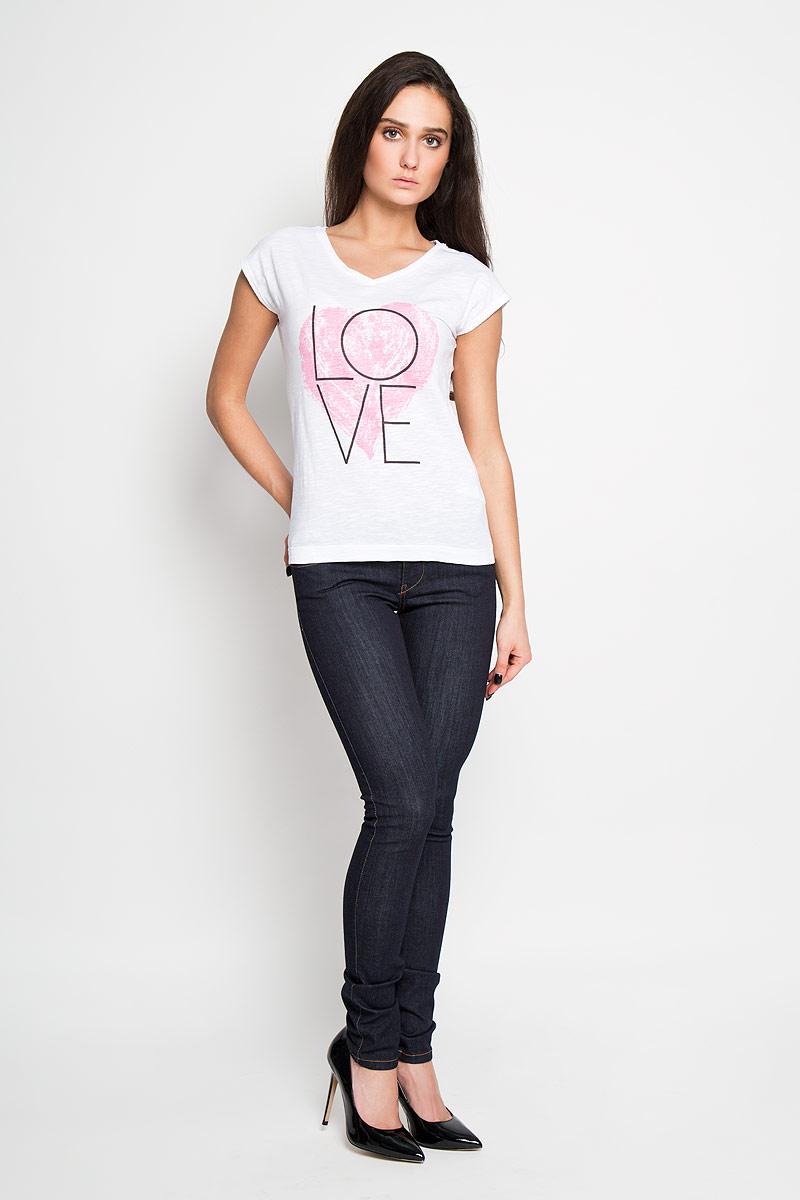 ФутболкаTs-111/1026-6181Стильная женская футболка Sela, выполненная из 100% хлопка, обладает высокой теплопроводностью, воздухопроницаемостью и гигроскопичностью, позволяет коже дышать. Модель без рукавов и V-образным вырезом горловины - идеальный вариант для создания образа в стиле Casual. Футболка оформлена принтом с изображением сердца и надписи Love. Такая модель подарит вам комфорт в течение всего дня и послужит замечательным дополнением к вашему гардеробу.