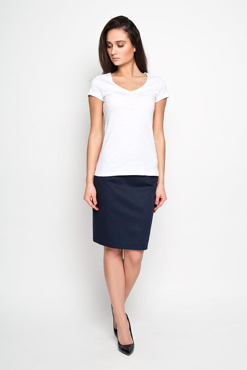 Футболка женская. Ts-111/924-6171Ts-111/924-6171Стильная женская футболка Sela, выполненная из высококачественного эластичного хлопка, обладает высокой теплопроводностью, воздухопроницаемостью и гигроскопичностью, позволяет коже дышать. Модель с короткими рукавами и изящным V-образным вырезом горловины - идеальный вариант для создания образа в стиле Casual. Однотонная футболка будет великолепно сочетаться с джинсами и шортами. Такая модель подарит вам комфорт в течение всего дня и послужит замечательным дополнением к вашему гардеробу.