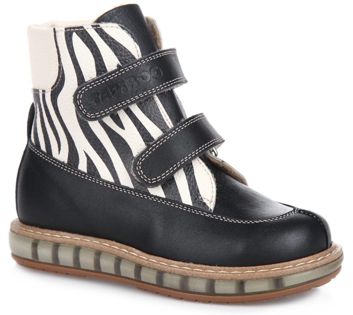 Ботинки для девочки. FT001.15-OL01O.01FT-23001.15-OL01O.01Стильные детские ботинки TapiBoo приведут в восторг вашу дочурку. Модель выполнена из натуральной кожи разной фактуры и оформлена в верхней части принтом зебра. Подкладка и анатомическая стелька, изготовленные из мягкого и утепленного синтетического волокна, согреют ножки ребенка от холода и обеспечат уют. Ремешки на застежках-липучках позволяют оптимально подогнать полноту обуви по ноге и гарантируют надежную фиксацию. Жесткий фиксирующий задник с удлиненным крылом стабилизирует голеностопный сустав во время ходьбы. Задник декорирован наружным ремешком с символикой бренда. Упругая, умеренно-эластичная подошва, имеющая перекат, который позволяет повторить естественное движение стопы при ходьбе, предназначена для правильного распределения нагрузки на опорно-двигательный аппарат ребенка. Удобные ботинки придутся по душе вашему ребенку!