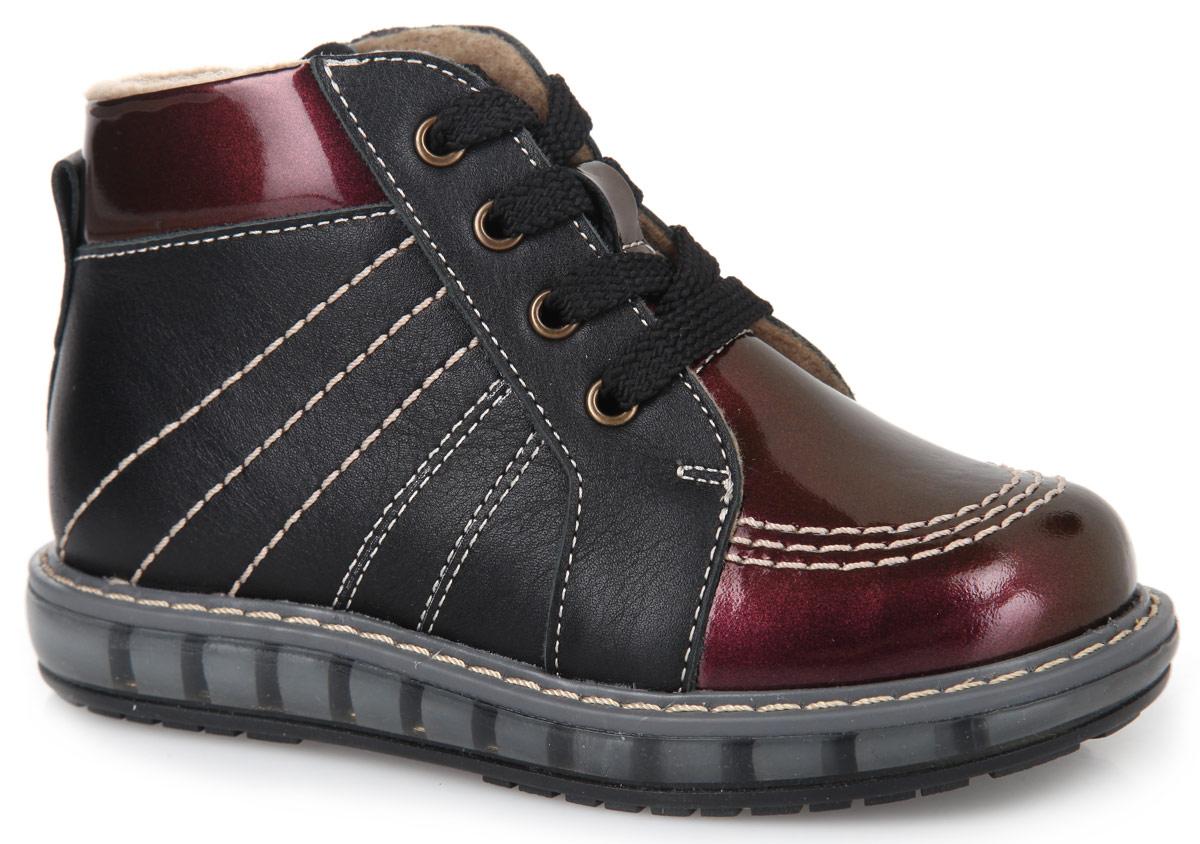 FT-23002.15-OL01O.01Очаровательные детские ботинки TapiBoo приведут в восторг вашу дочурку. Модель выполнена из натуральной кожи разной фактуры и оформлена светлой прострочкой по верху. Подкладка и стелька, изготовленные из мягкого и утепленного синтетического волокна, согреют ножки ребенка от холода и обеспечат уют. Подъем дополнен классической шнуровкой, с помощью которой можно регулировать объем. Жесткий фиксирующий задник с удлиненным крылом стабилизирует голеностопный сустав во время ходьбы. Задник декорирован наружным ремешком и ярлычком. Для дополнительного удобства ботинки снабжены застежкой-молнией, что позволяет легко, не расшнуровывая, снимать и надевать обувь. Упругая, умеренно-эластичная подошва, имеющая перекат, который позволяет повторить естественное движение стопы при ходьбе, предназначена для правильного распределения нагрузки на опорно-двигательный аппарат ребенка. Удобные ботинки придутся по душе вашему ребенку!