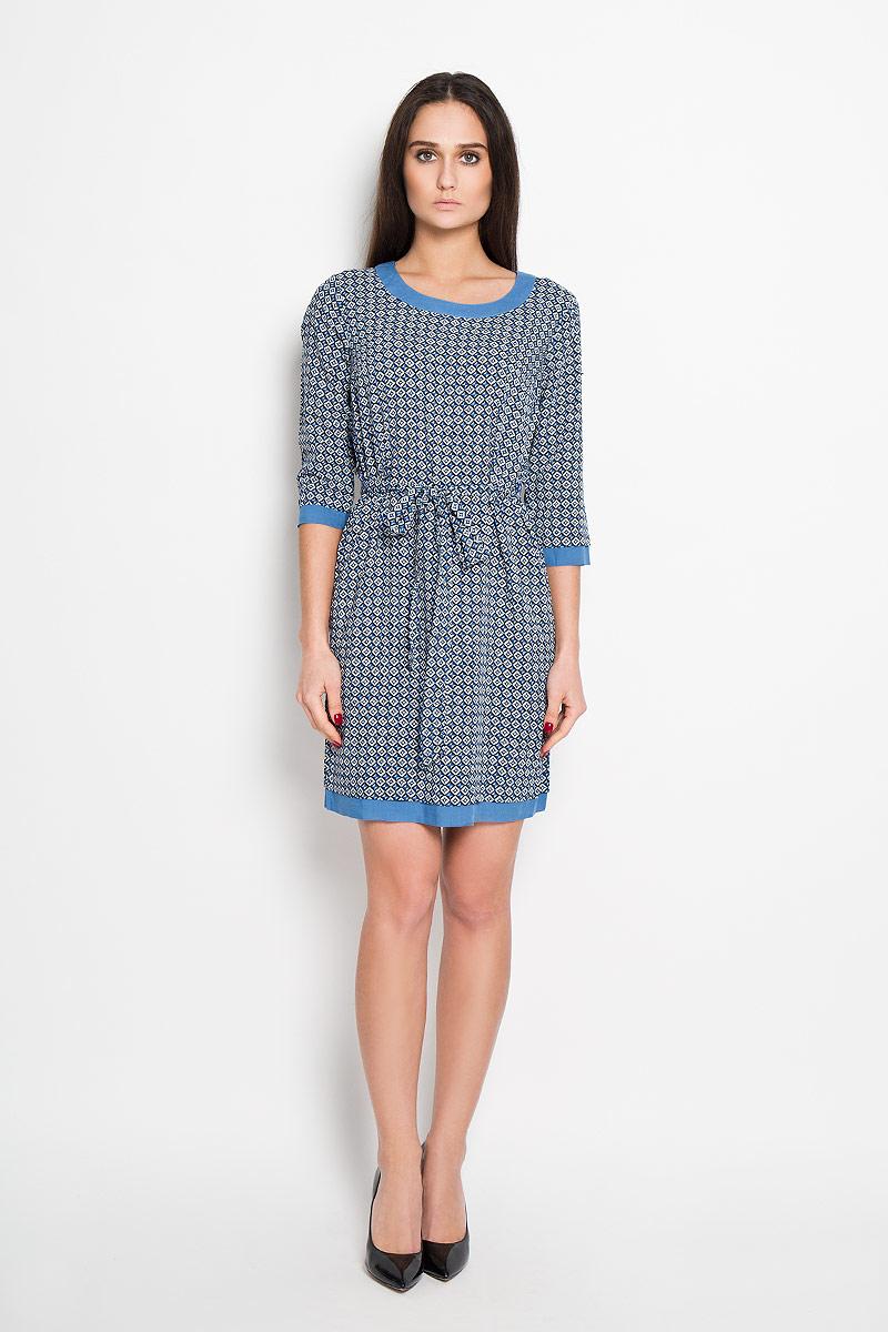 ПлатьеB16-32023Стильное платье Finn Flare, выполненное из 100%-ой вискозы, приятное на ощупь, не сковывает движения, обеспечивая наибольший комфорт. Модель прямого кроя с круглым вырезом горловины и рукавами 3/4 оформлена оригинальным принтом. На спинке изделие застегивается петлями на две пуговицы. Платье дополнено текстильным поясом, который выделит линию талии и подчеркнет достоинства вашей фигуры. Это яркое платье станет отличным дополнением к вашему гардеробу!