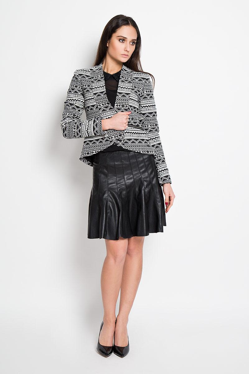 Юбка5513116.00.71Стильная юбка-многоклинка Tom Tailor Denim изготовлена из мягкой искусственной кожи. Юбка застегивается на скрытую застежку-молнию. Модель декорирована металлической пластиной логотипа бренда Denim по нижнему краю. Стильная юбка выгодно освежит и разнообразит любой гардероб. Создайте женственный образ и подчеркните свою яркую индивидуальность!