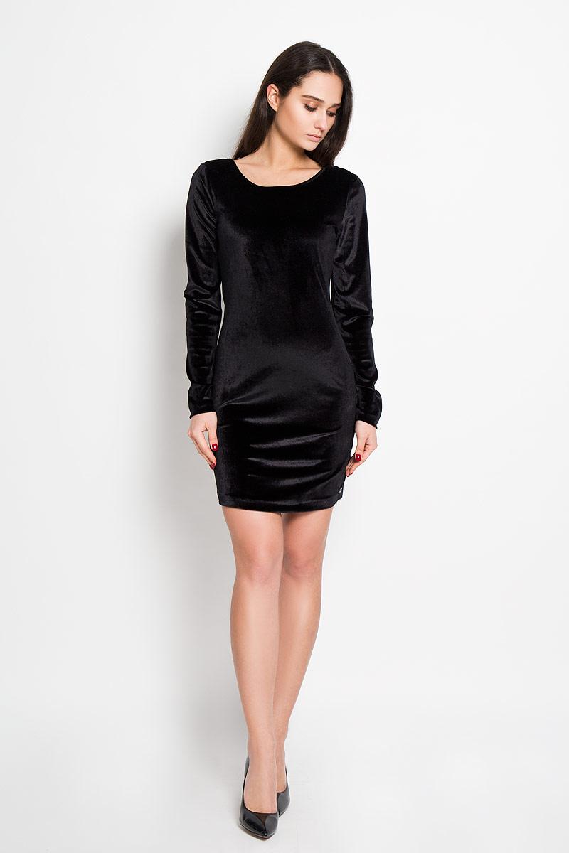 Платье5019034.00.71Изысканное платье-миди Tom Tailor Denim изготовлено из высококачественного эластичного материала с бархатистой фактурой. Такое платье отлично подчеркнет достоинства вашей фигуры. Модель облегающего кроя, с длинными рукавами и круглым вырезом горловины. Спинка имеет глубокий вырез и оформлена гипюровой вставкой. Это модное платье станет превосходным дополнением к вашему гардеробу, оно подарит вам удобство и поможет вам подчеркнуть свой вкус, утонченный стиль и создаст обворожительный неповторимый образ.
