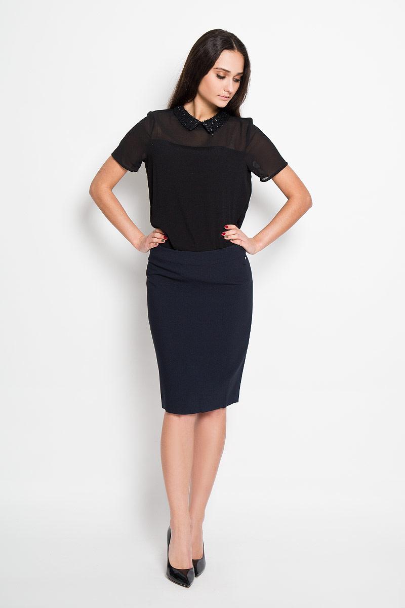 ЮбкаB16-11067Эффектная юбка Finn Flare, выполненная из высококачественного комбинированного материала, подчеркнет вашу женственность и неповторимый стиль. Классическая юбка застегивается сзади на потайную молнию и на пуговицу в поясе. Слева ниже линии пояса имеется небольшой металлический декоративный элемент с надписью бренда. Модная юбка-миди выгодно освежит и разнообразит ваш гардероб. Создайте женственный образ и подчеркните свою яркую индивидуальность!