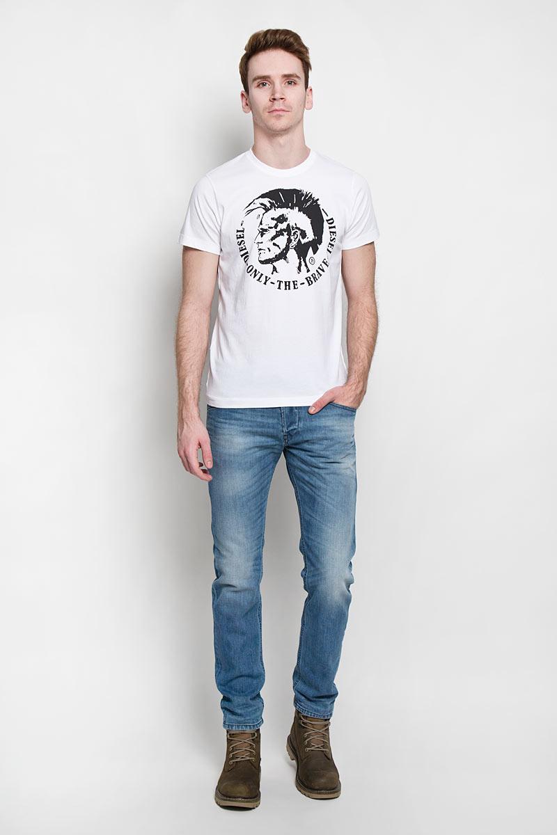 Футболка00SFFC_0JAILСтильная мужская футболка Diesel - идеальное решение для повседневной носки. Эта практичная, приятная на ощупь модель, выполненная из 100% хлопка, прекрасно пропускающей воздух, она позволит вам чувствовать себя уверенно и легко. Удобный крой обеспечивает свободу движений. Лицевая сторона футболки оформлена оригинальным принтом. Такая футболка - идеальный вариант для создания эффектного образа.