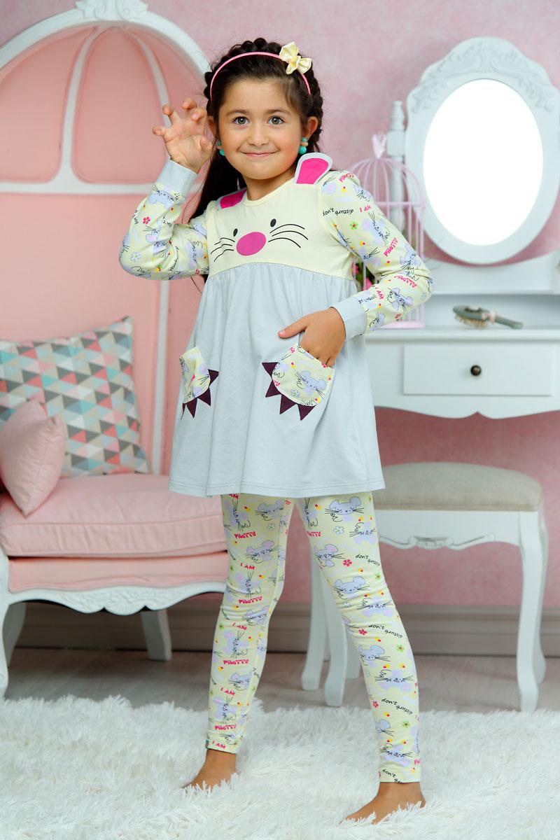 ПижамаAW15-UAT-GST-154Пижама для девочки KitFox, состоящая из футболки с длинным рукавом и брюк, идеально подойдет вашему ребенку. Пижама выполнена из хлопка c добавлением эластана, она очень мягкая и приятная на ощупь, не сковывает движения и позволяет коже дышать, не раздражает даже самую нежную и чувствительную кожу ребенка, обеспечивая ему наибольший комфорт. Футболка с длинными рукавами и круглым вырезом горловины оформлена оригинальным принтом и дополнена двумя нашивными карманами. Вырез горловины и манжеты на рукавах дополнены трикотажными эластичными резинками. Брюки на талии имеют эластичную резинку, благодаря чему они не сдавливают животик ребенка и не сползают. Пижама станет отличным дополнением к детскому гардеробу. В ней ваш ребенок будет чувствовать себя комфортно и уютно во время сна.