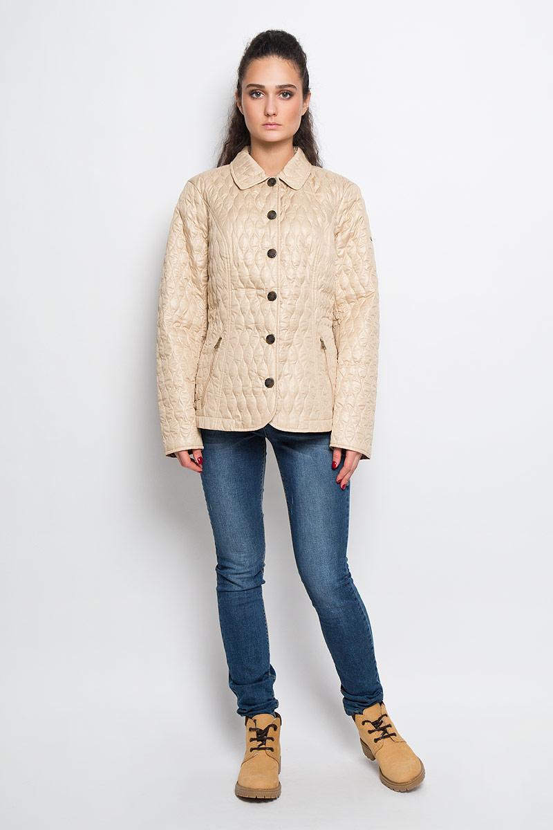 B16-12079Женская куртка Finn Flare отлично подойдет для прохладной погоды. Модель прямого кроя, с отложным воротником застегивается на кнопки. Куртка выполнена из полиэстера с утеплителем. Изделие дополнено двумя прорезными карманами на застежках-молниях. Декорировано изделие оригинальным узором, а на рукаве имеется небольшая металлическая пластина с названием бренда. Эта модная куртка послужит отличным дополнением к вашему гардеробу!