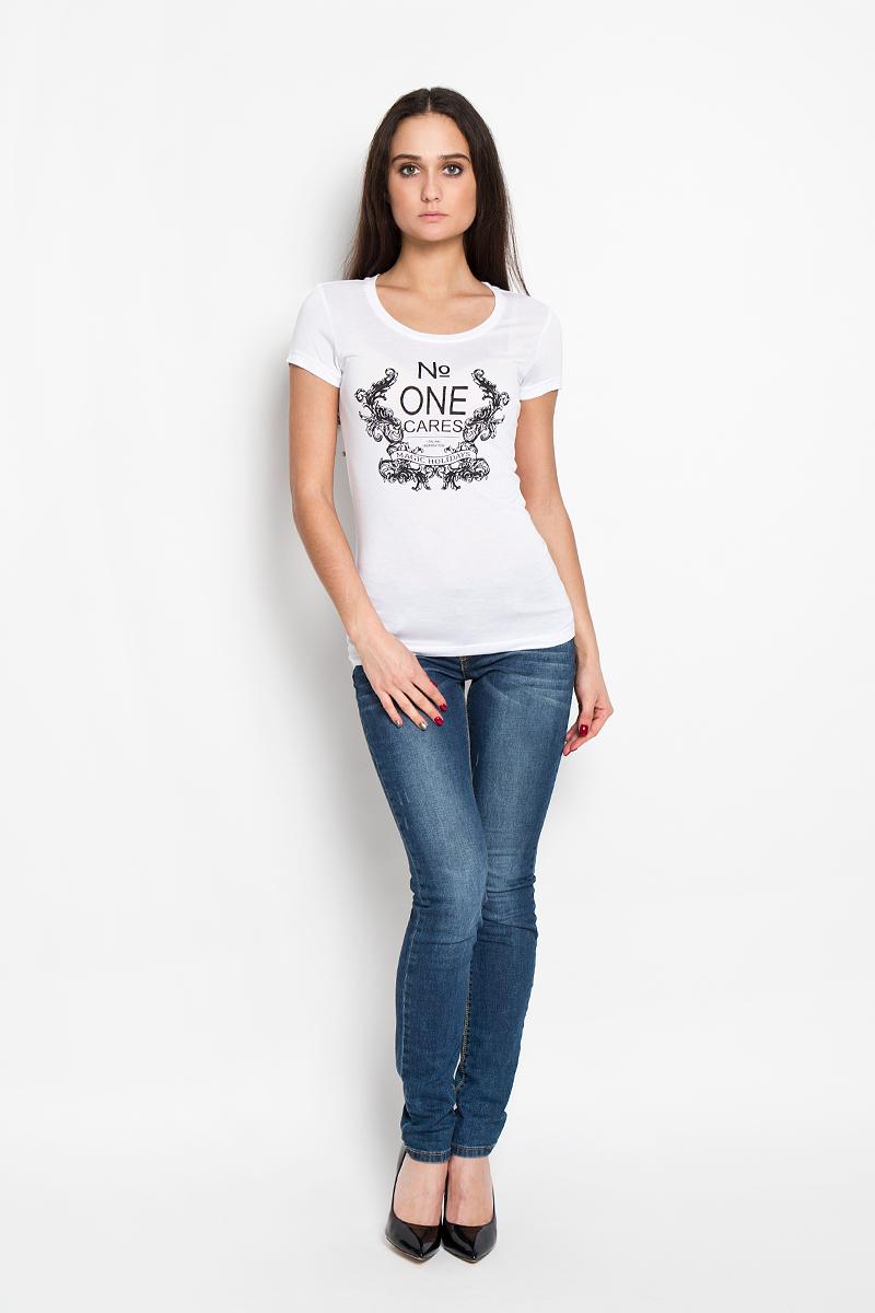ФутболкаTs-311/170-6112Стильная женская футболка Sela, выполненная из высококачественной 100% вискозы, обладает высокой теплопроводностью, воздухопроницаемостью и гигроскопичностью, позволяет коже дышать. Модель с короткими рукавами и круглым вырезом - идеальный вариант для создания образа в стиле Casual. Футболка оформлена принтом с надписью No One Cares в рамке из узоров. Такая модель подарит вам комфорт в течение всего дня и послужит замечательным дополнением к вашему гардеробу.