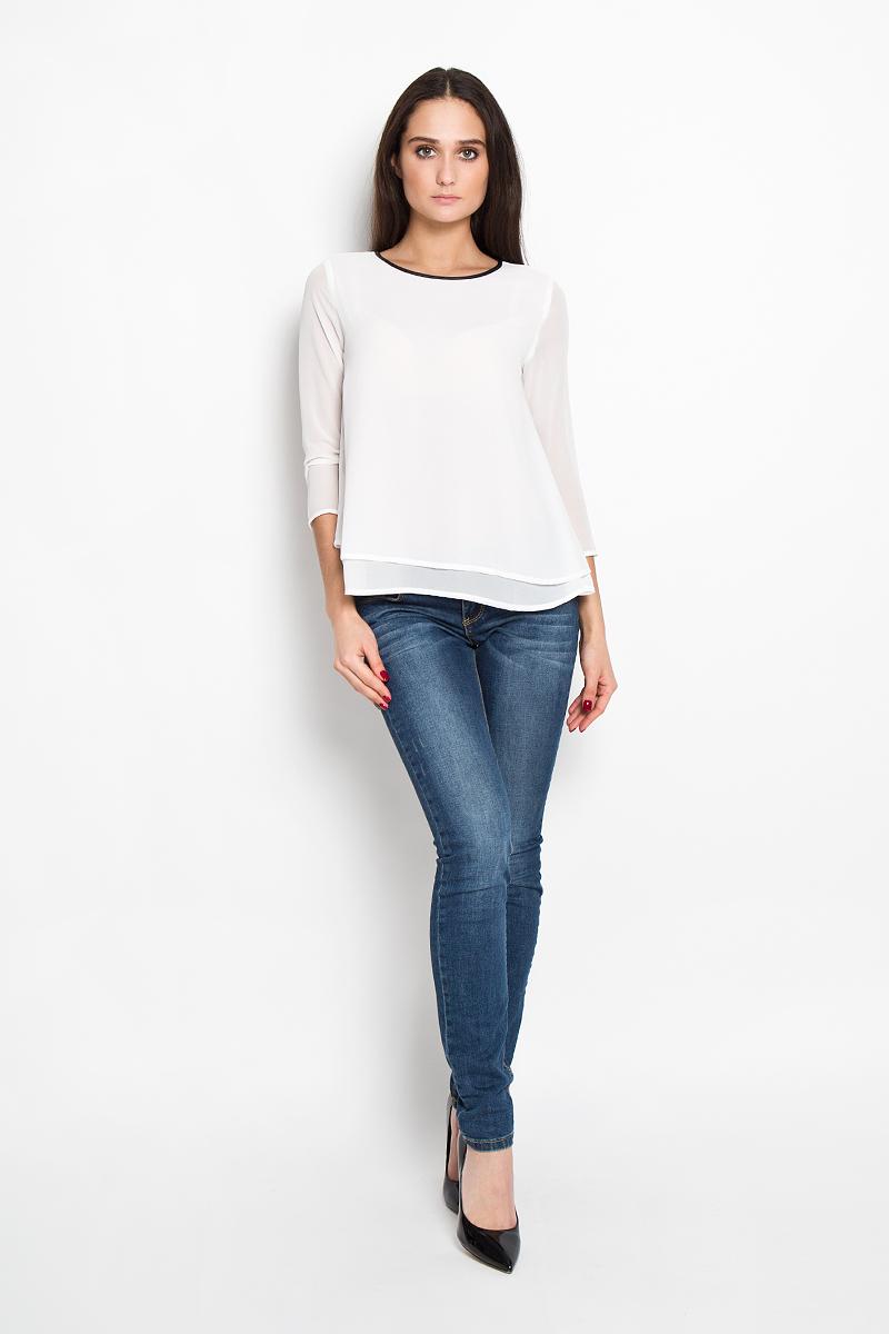 Блузка2031249.00.71Стильная женская блуза Tom Tailor Denim, выполненная из струящейся легкой ткани, подчеркнет ваш уникальный стиль и поможет создать оригинальный женственный образ. Блузка свободного кроя и немного расклешенная к низу, с рукавами 3/4 и круглым вырезом горловины. Модель выполнена в два слоя. Горловина обработана по краю окантовкой из искусственной кожи. Легкая блуза идеально подойдет для летних дней. Такая блузка будет дарить вам комфорт в течение всего дня и послужит замечательным дополнением к вашему гардеробу.