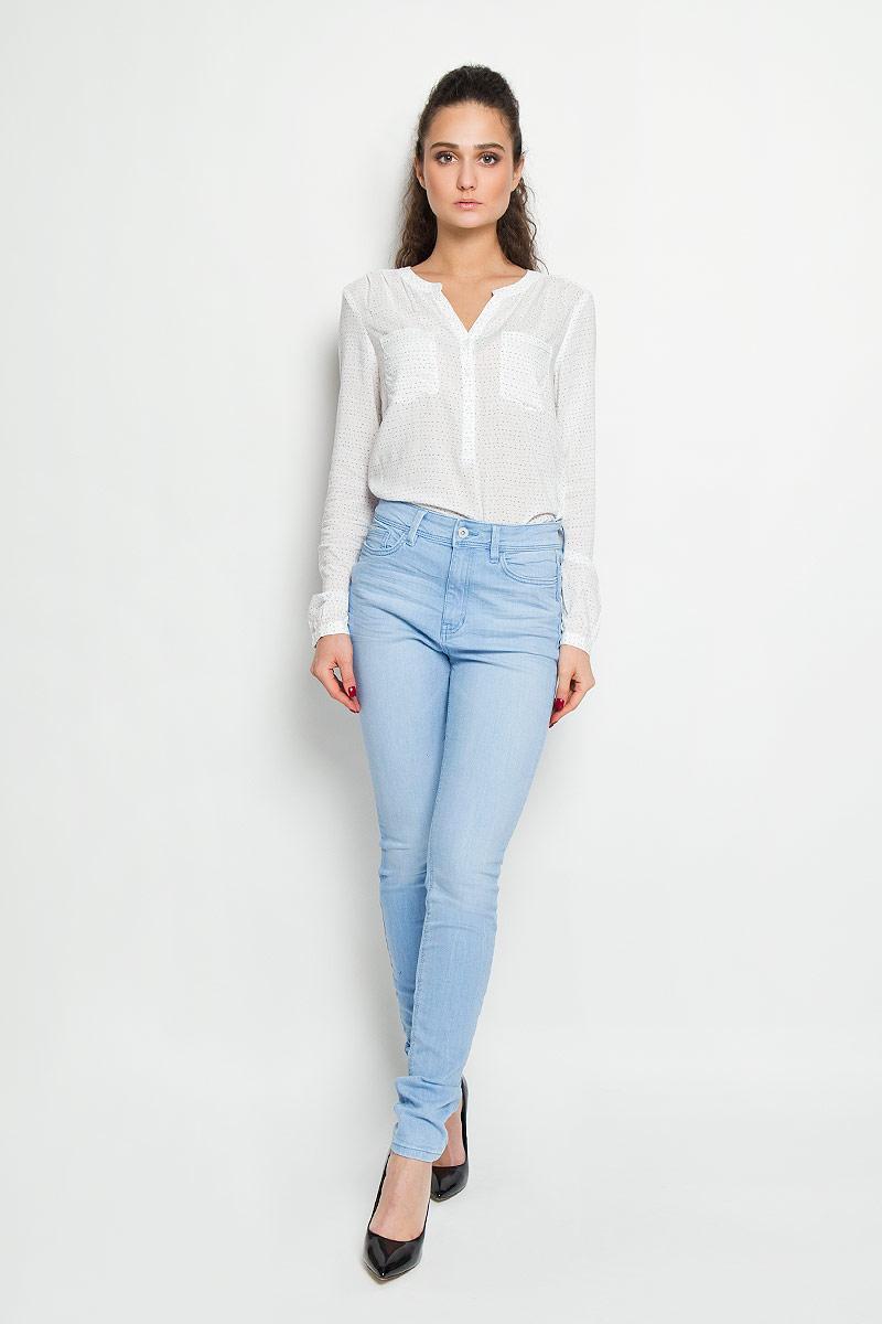 Джинсы женские Denim. 6204328.63.716204328.63.71Стильные женские джинсы Tom Tailor Denim - джинсы высочайшего качества на каждый день, которые прекрасно сидят. Модель-скинни изготовлена из эластичного хлопка. Изделие оформлено не сильно заметным эффектом потёртостей. Застегиваются джинсы на пуговицу в поясе и ширинку на застежке-молнии, имеются шлевки для ремня. Спереди модель оформлены двумя втачными карманами и одним небольшим секретным кармашком, а сзади - двумя накладными карманами. Эти модные и в тоже время комфортные джинсы послужат отличным дополнением к вашему гардеробу. В них вы всегда будете чувствовать себя уютно и комфортно.