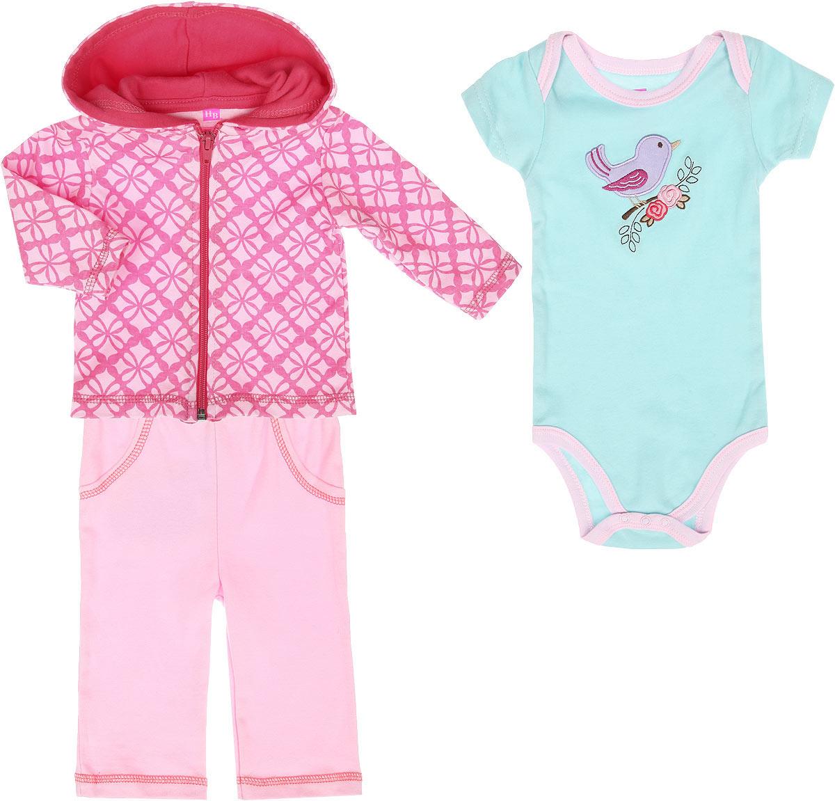 Комплект для девочки: толстовка, боди-футболка, штанишки. 5054950549Яркий комплект для новорожденной девочки Hudson Baby, состоящий из толстовки, боди-футболки и штанишек, послужит идеальным дополнением к гардеробу вашей малютки, обеспечивая ей наибольший комфорт. Изготовленный из натурального хлопка, он необычайно мягкий и легкий, не раздражает нежную кожу ребенка и хорошо вентилируется, а эластичные швы приятны телу младенца и не препятствуют его движениям. Толстовка с капюшоном и длинными рукавами спереди застегивается на пластиковую застежку-молнию, что помогает с легкостью переодеть малышку. Оформлена толстовка оригинальным орнаментом. Боди-футболка имеет специальные запахи на плечах и удобные застежки-кнопки на ластовице, которые помогают легко переодеть малышку и сменить подгузник. На груди оно оформлено очаровательной аппликацией с изображением птички на ветке. Штанишки благодаря мягкому эластичному поясу не сдавливают животик младенца и не сползают, обеспечивая ему наибольший комфорт. Спереди имеется имитация двух втачных...