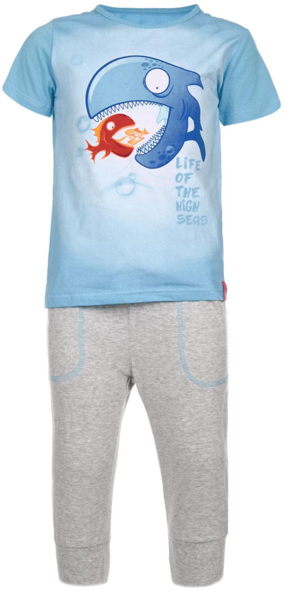 Комплект для мальчика: футболка, бриджи. 165002165002Комплект для мальчика PlayToday, состоящий из футболки и бриджей, идеально подойдет для вашего ребенка. Комплект изготовлен из эластичного хлопка, благодаря чему он мягкий и приятный на ощупь, не сковывает движения и позволяет коже дышать, не раздражает даже самую нежную и чувствительную кожу ребенка, обеспечивая наибольший комфорт. Футболка с короткими рукавами и круглым вырезом горловины спереди оформлена принтом с изображением причудливых рыб, а также принтовыми надписями на английском языке. Вырез горловины обработан окантовкой. Бриджи на талии имеют широкий эластичный пояс с затягивающимся шнурком-кулисой, благодаря чему они не сдавливают животик ребенка и не сползают. Спереди предусмотрены два накладных кармашка. Низ брючин дополнен эластичными манжетами, что обеспечит плотное прилегание к телу. Комфортный, удобный и практичный комплект идеально подойдет вашему юному мужчине.