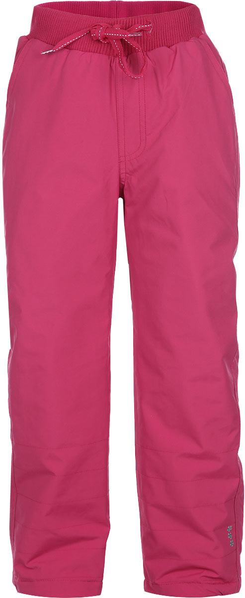 Брюки для девочки. 162005162005Утепленные не толстые брюки для девочки PlayToday идеально подойдут вашему ребенку для отдыха и прогулок. Изготовленные из 100% нейлона, они не сковывают движения, сохраняют тепло и позволяют коже дышать, обеспечивая наибольший комфорт. В качестве утеплителя используется 100% полиэстер. Брюки на талии имеют широкую эластичную резинку, регулируемую шнурком. По бокам модель дополнена двумя прорезными карманами. Имеется имитация ширинки. Низ брючин утягивается при помощи скрытой резинки со стопперами. Светоотражающая вставка на брючине не оставит вашего ребенка незамеченным в темное время суток. Такие брюки станут прекрасным дополнением к гардеробу вашей принцессы!