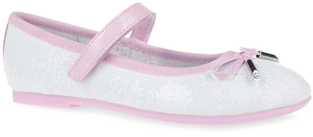 Туфли для девочки. 23295-123295-2Очаровательные туфли от Kapika заинтересуют вашу юную модницу с первого взгляда. Модель выполнена из натуральной кожи с декоративным тиснением и оформлена текстильным кантом. Мыс туфель украшен декоративным бантиком. Внутренняя поверхность из натуральной кожи. Модель фиксируется на ноге с помощью удобного ремешка с застежкой-липучкой. Стелька из натуральной кожи дополнена супинатором с перфорацией, который обеспечивает правильное положение ноги ребенка при ходьбе и предотвращает плоскостопие. Анатомическая стелька обеспечивает воздухопроницаемость, отличную амортизацию, сохранение комфортного микроклимата обуви, эффективное поглощение влаги и неприятных запахов. Рифленая поверхность подошвы, выполненной из ТЭП-материала, гарантирует отличное сцепление с любыми поверхностями. Удобные туфли - незаменимая вещь в гардеробе каждой девочки.