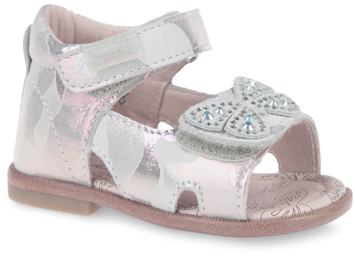 Сандалии10084-2Модные сандалии от Kapika не оставят равнодушной вашу девочку! Модель изготовлена из натурального нубука с покрытием. Ремешки с застежками-липучками в области щиколотки и подъема, прочно закрепят обувь на ножке и отрегулируют нужный объем. Ремешок на подъеме украшен декоративной бабочкой со стразами. Внутренняя поверхность и стелька из натуральной кожи. Стелька дополнена супинатором, который гарантирует правильное положение ноги ребенка при ходьбе. Стелька также обеспечивает воздухопроницаемость модели, отличную амортизацию, сохранение комфортного микроклимата обуви, эффективное поглощение влаги и неприятных запахов. Подошва с протектором обеспечивает отличное сцепление с любой поверхностью. Практичные и стильные сандалии займут достойное место в гардеробе вашего ребенка.