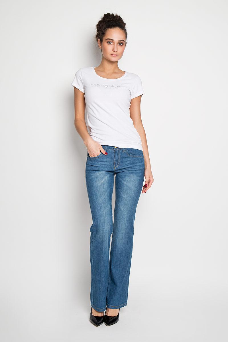 Джинсы женские. PJ-135/486-6142PJ-135/486-6142Стильные женские джинсы Sela высочайшего качества, созданы специально для того, чтобы подчеркивать достоинства вашей фигуры. Модель расклешенного кроя с заниженной талией станет отличным дополнением к вашему современному образу. Застегиваются джинсы на пуговицу в поясе и ширинку на застежке- молнии, имеются шлевки для ремня. Спереди модель оформлены двумя втачными карманами и одним небольшим секретным кармашком, а сзади - двумя накладными карманами. Джинсы оформлены эффектными потертостями. Эти модные и в тоже время комфортные джинсы послужат отличным дополнением к вашему гардеробу. В них вы всегда будете чувствовать себя уютно и комфортно.