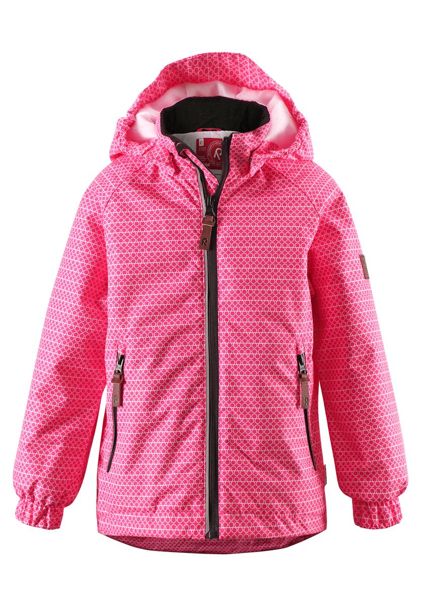 Куртка детская Bisguit. 521454R521454R_3423Детская куртка Reima Bisguit идеально подойдет для ребенка в прохладное время года. Куртка изготовлена из водоотталкивающей и ветрозащитной мембранной ткани. Материал отличается высокой устойчивостью к трению, благодаря специальной обработке полиуретаном поверхность изделия отталкивает грязь и воду, что облегчает поддержание аккуратного вида одежды, дышащее покрытие с изнаночной части не раздражает даже самую нежную и чувствительную кожу ребенка, обеспечивая ему наибольший комфорт. В качестве утеплителя используется 100% полиэстер. Куртка с капюшоном и длинными рукавами-реглан застегивается на пластиковую застежку-молнию с защитой подбородка, благодаря чему ее легко надевать и снимать, и дополнительно имеет внутреннюю ветрозащитную планку. Капюшон, присборенный по бокам, защитит нежные щечки от ветра, он пристегивается к куртке при помощи застежек-кнопок. Низ рукавов дополнен неширокими эластичными манжетами. Мягкая подкладка на воротнике и манжетах обеспечивает...
