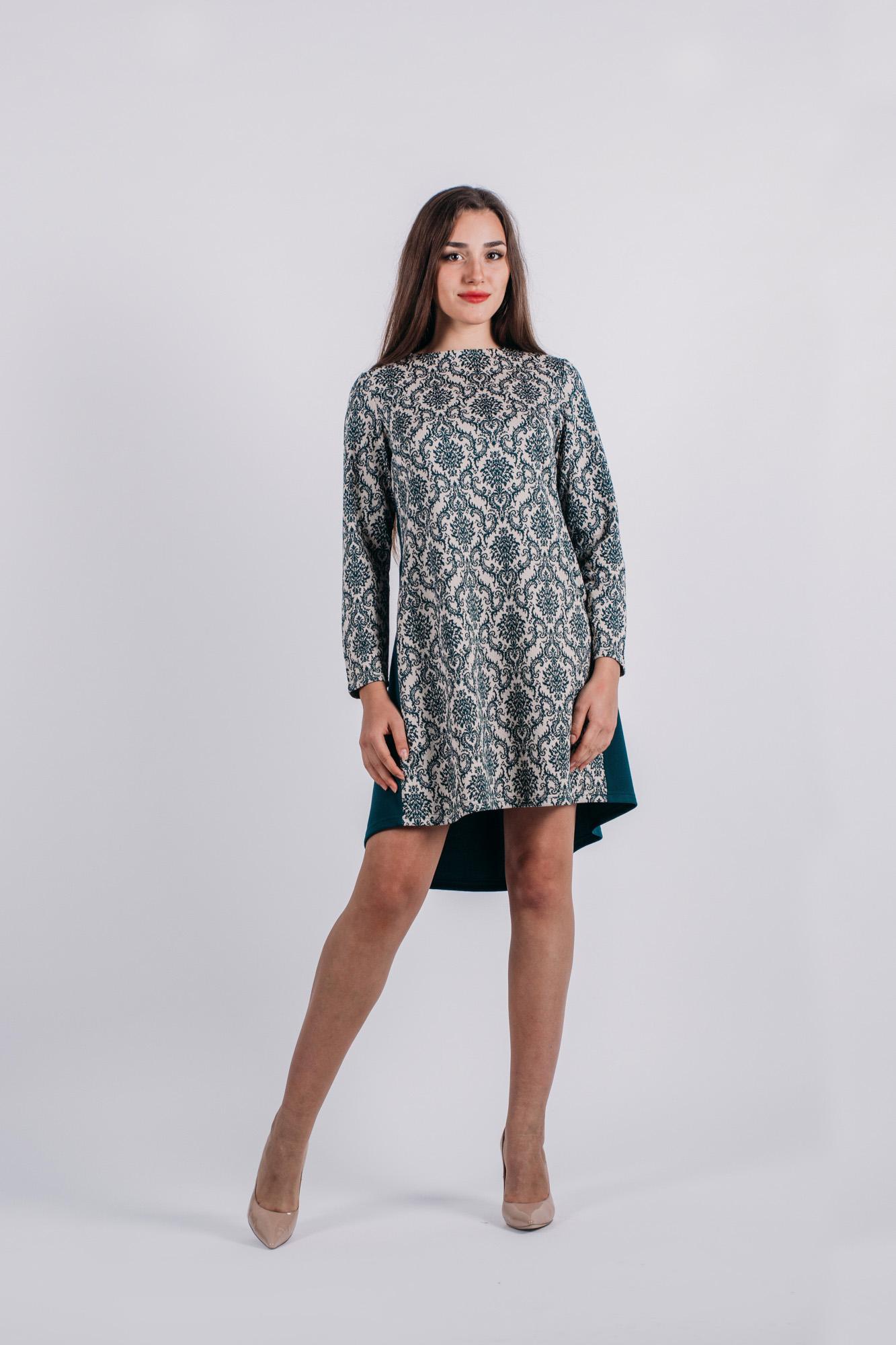 Платье736Стильное платье Lautus, выполненное из высококачественного материала, приятное на ощупь, не сковывает движения, обеспечивая наибольший комфорт. Модель свободного с круглым вырезом горловины и длинными рукавами от горловины на спинке застегивается на декоративные пластиковые пуговицы. Это яркое платье станет отличным дополнением к вашему гардеробу!