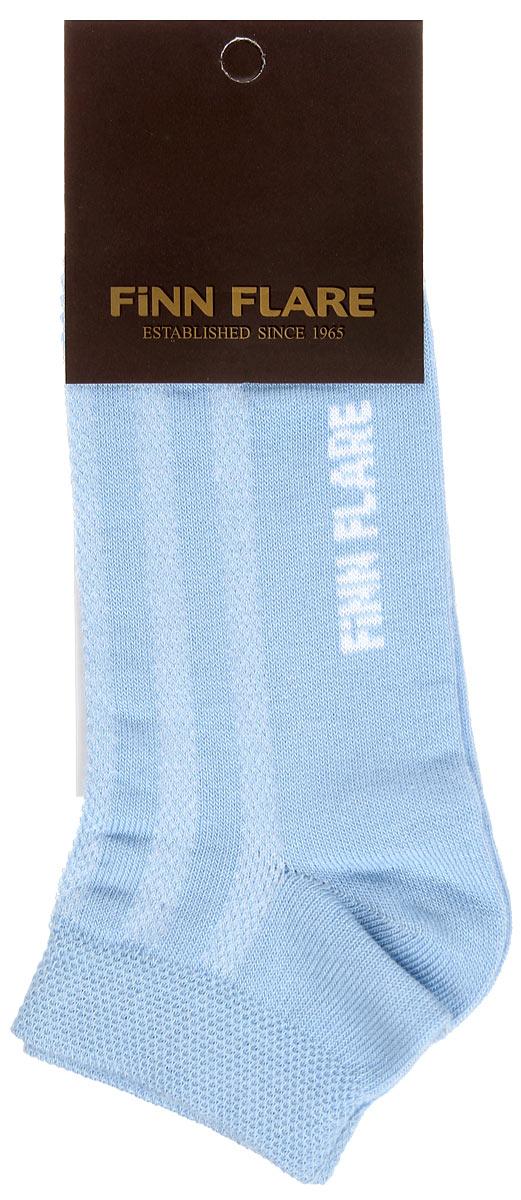 Носки женские. B16-11122B16-11122Удобные носки Finn Flare, изготовленные из высококачественного комбинированного материала, идеально подойдут для занятий спортом и фитнесом. Благодаря содержанию мягкого хлопка в составе, кожа сможет дышать, а эластан позволяет носочкам легко тянуться, что делает их комфортными в носке. Эластичная резинка плотно облегает ногу, не сдавливая ее, обеспечивая комфорт и удобство. Укороченные носки великолепно подойдут к вашей спортивной обуви.
