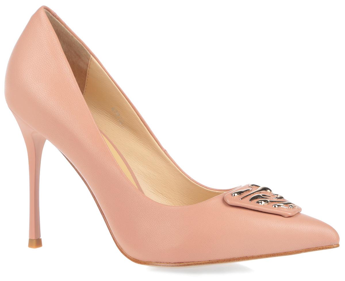 47828Элегантные женские туфли от Vitacci займут достойное место в коллекции вашей обуви. Модель изготовлена из натуральной кожи. Мыс обуви оформлен декоративным элементом, дополненным оригинальными пластинами с золотым покрытием. Подкладка и невероятно удобная стелька, выполненные из натуральной кожи, обеспечат максимальный комфорт при движении. Зауженный носок добавит женственности в ваш образ. Модель отличается ультравысоким каблуком-шпилькой. Подошва оснащена рифлением для лучшей сцепки с поверхностью. Изысканные туфли добавят шика в модный образ и подчеркнут ваш безупречный вкус.