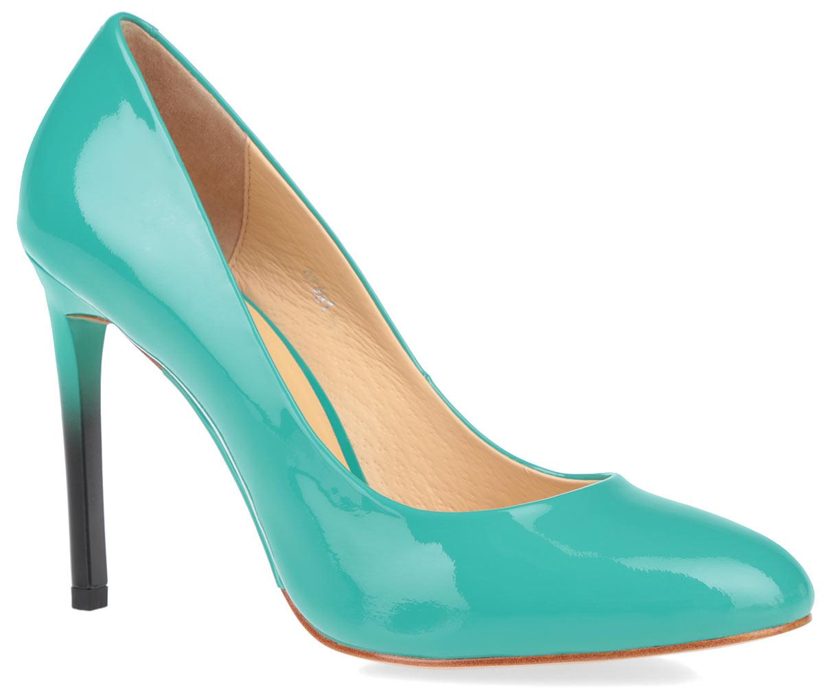 Туфли женские. 4748147481Элегантные женские туфли от Vitacci займут достойное место в вашем гардеробе. Модель выполнена из натуральной лакированной кожи и исполнена в лаконичном стиле. Закругленный носок и ультравысокий каблук-шпилька добавят женственности в ваш образ. Подкладка и стелька из натуральной кожи позволит ногам дышать. Подошва оснащена рифлением для лучшей сцепки с поверхностью. Прелестные туфли покорят вас с первого взгляда.