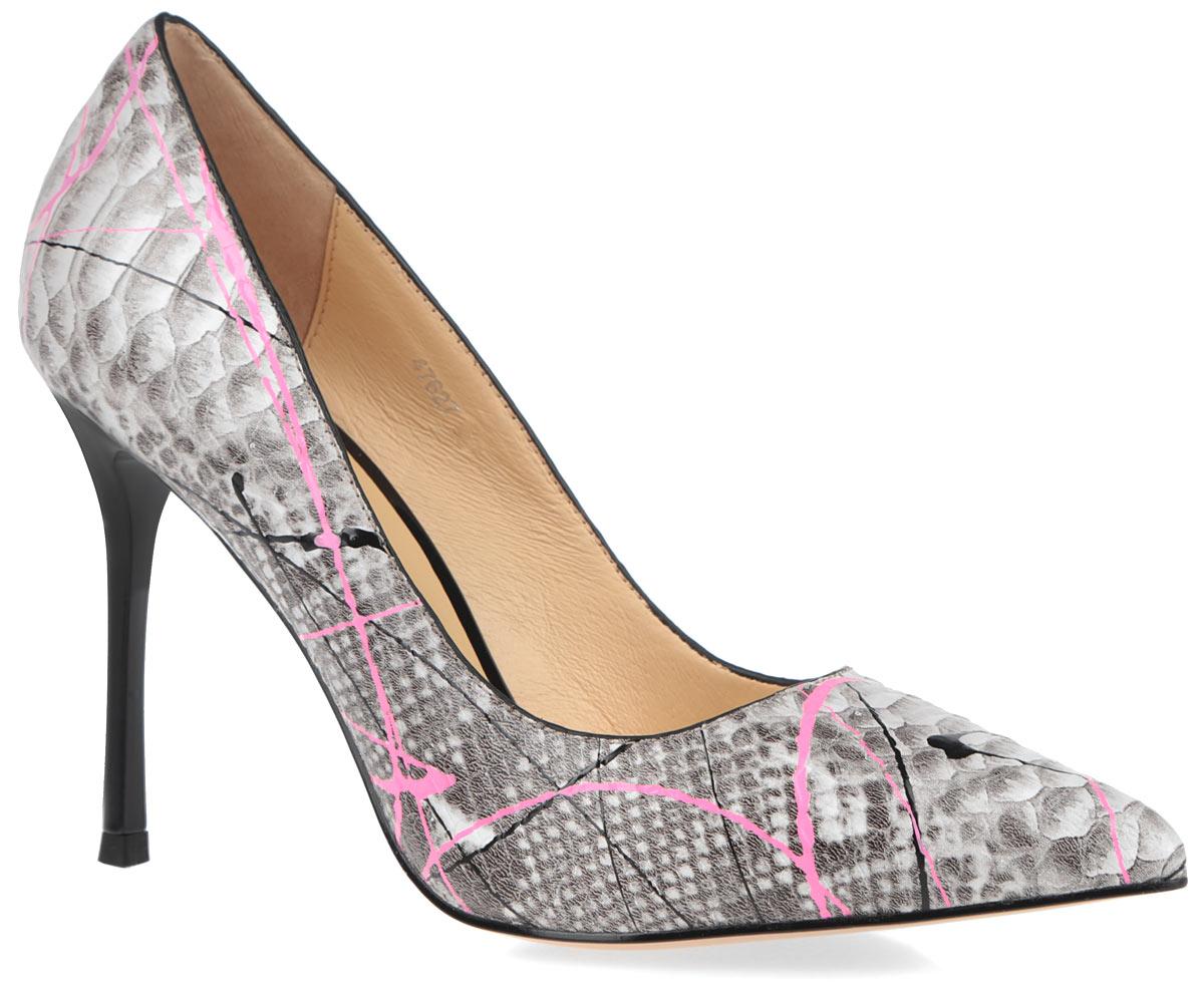 Туфли женские. 4762747627Восхитительные туфли от Vitacci не оставят вас равнодушной. Модель выполнена из натуральной кожи и оформлена оригинальным принтом под рептилию. Подкладка и мягкая стелька из натуральной кожи обеспечивают комфорт при движении. Зауженный мысок смотрится невероятно женственно. Модель отличается ультравысоким каблуком-шпилькой. Подошва оснащена рифлением для лучшей сцепки с поверхностью. Изысканные туфли добавят шика в модный образ и подчеркнут ваш безупречный вкус.